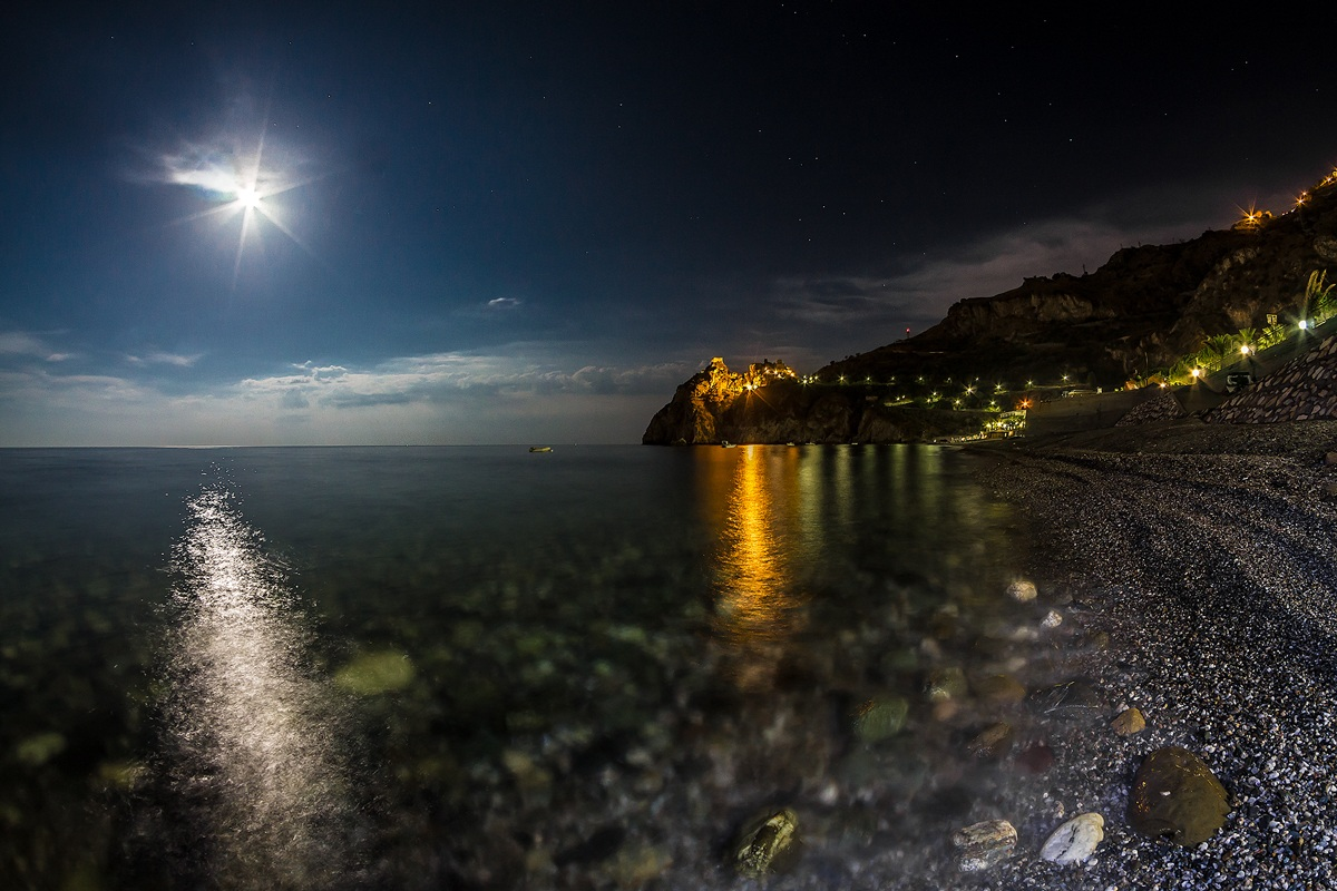 S.Alessio Siculo under the moon...