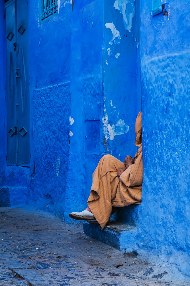 Among the narrow streets of Chefchaouen...