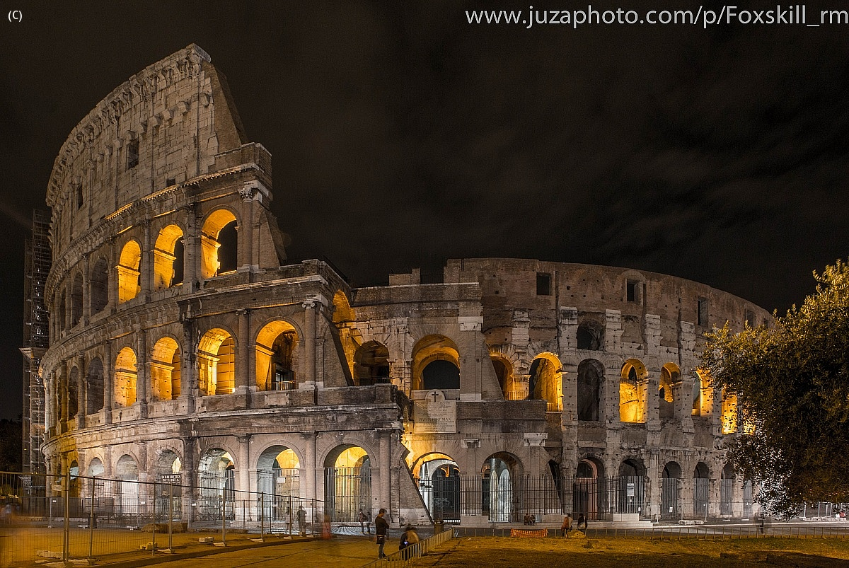 Colosseo by night...