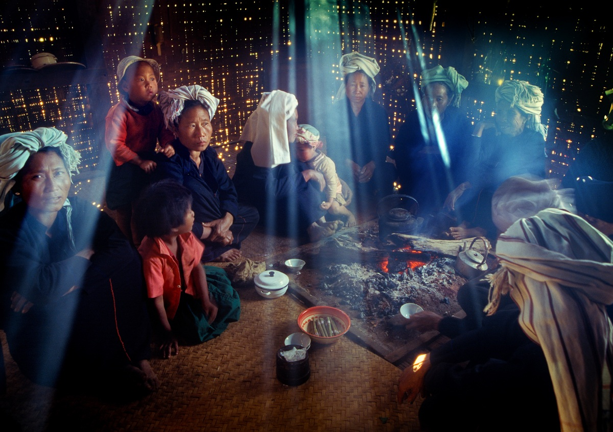 Shan State - Pao ethnic group, women around the fire...