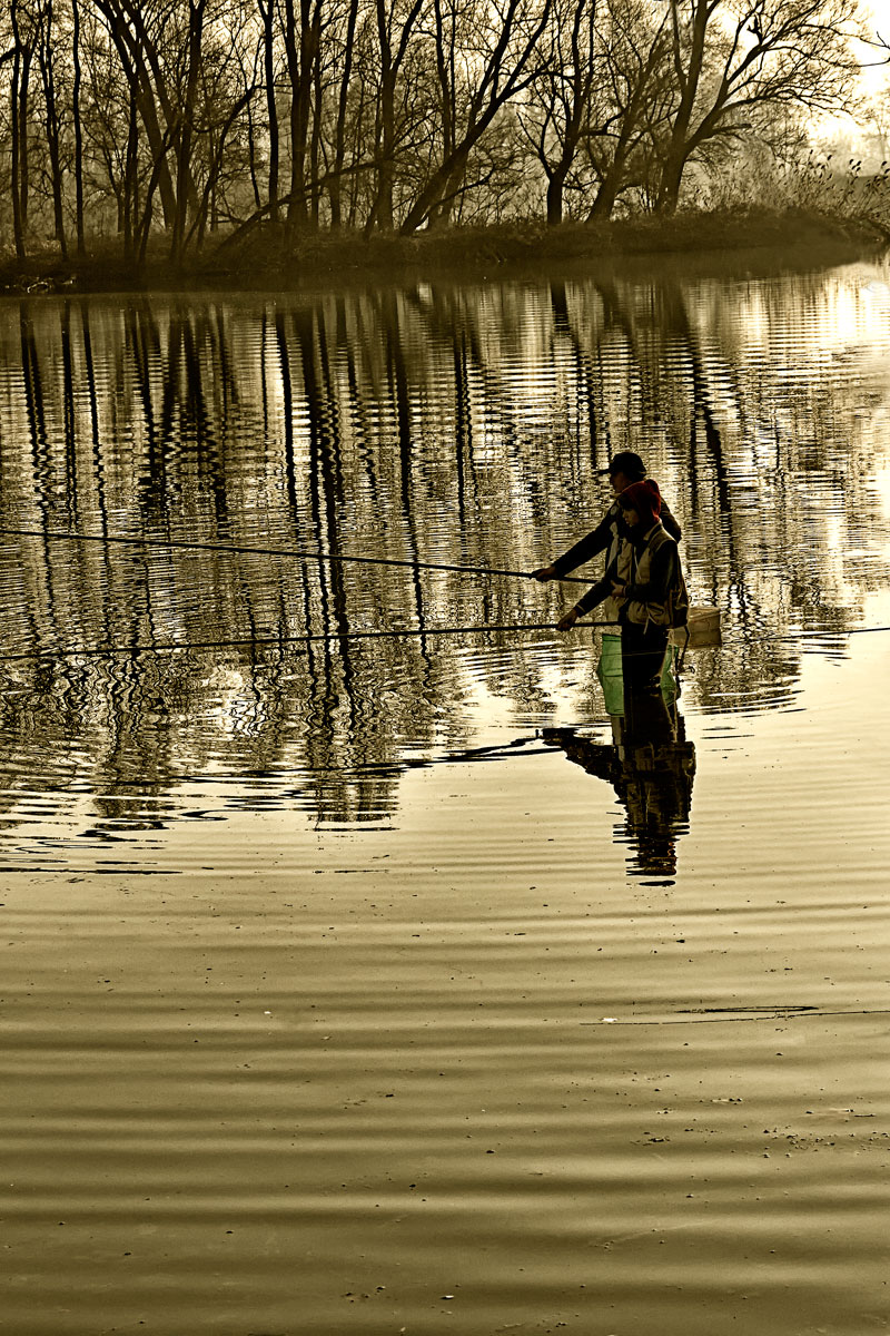 Fishermen on the river Adda...