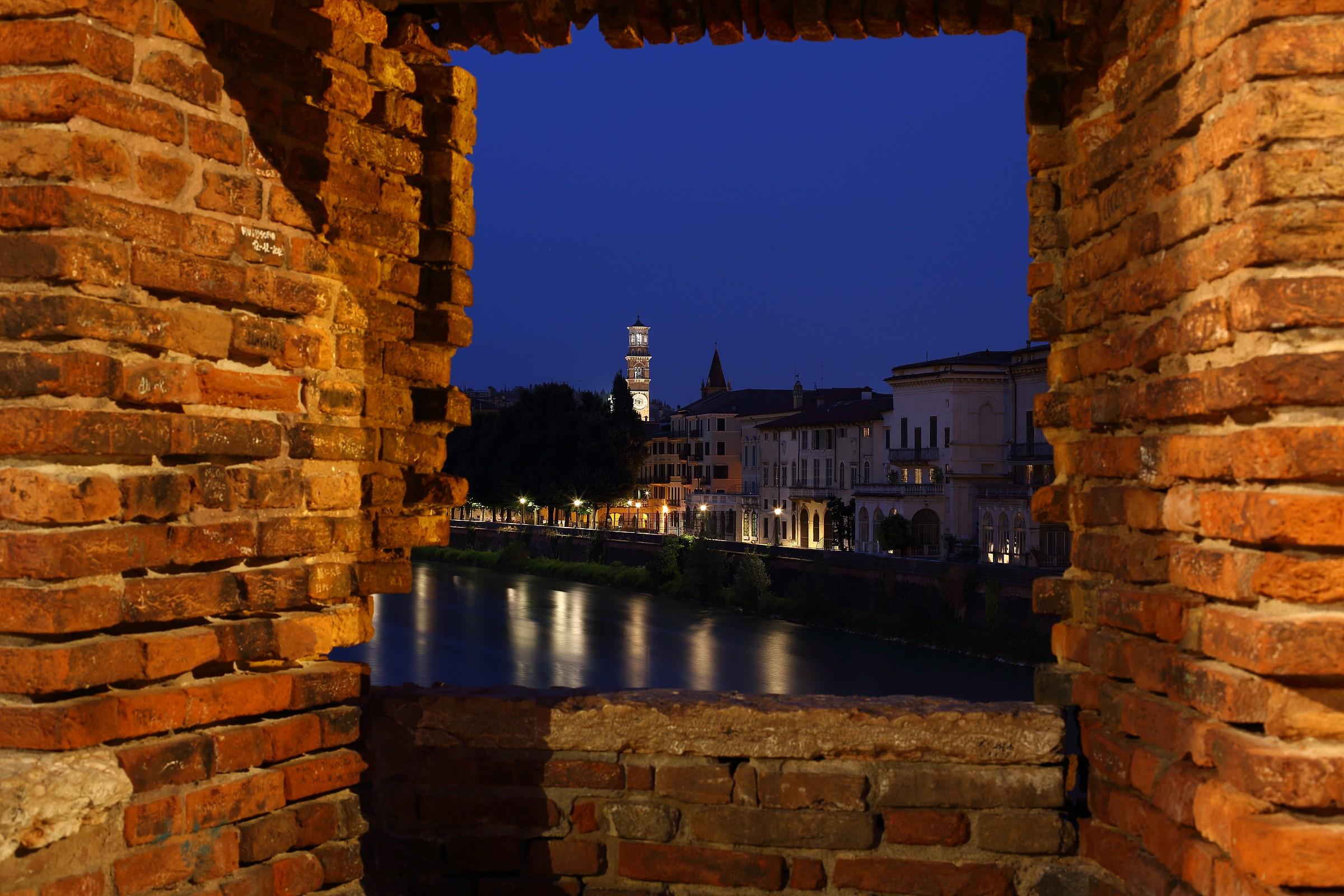 Uno sguardo da Ponte Vecchio VR...