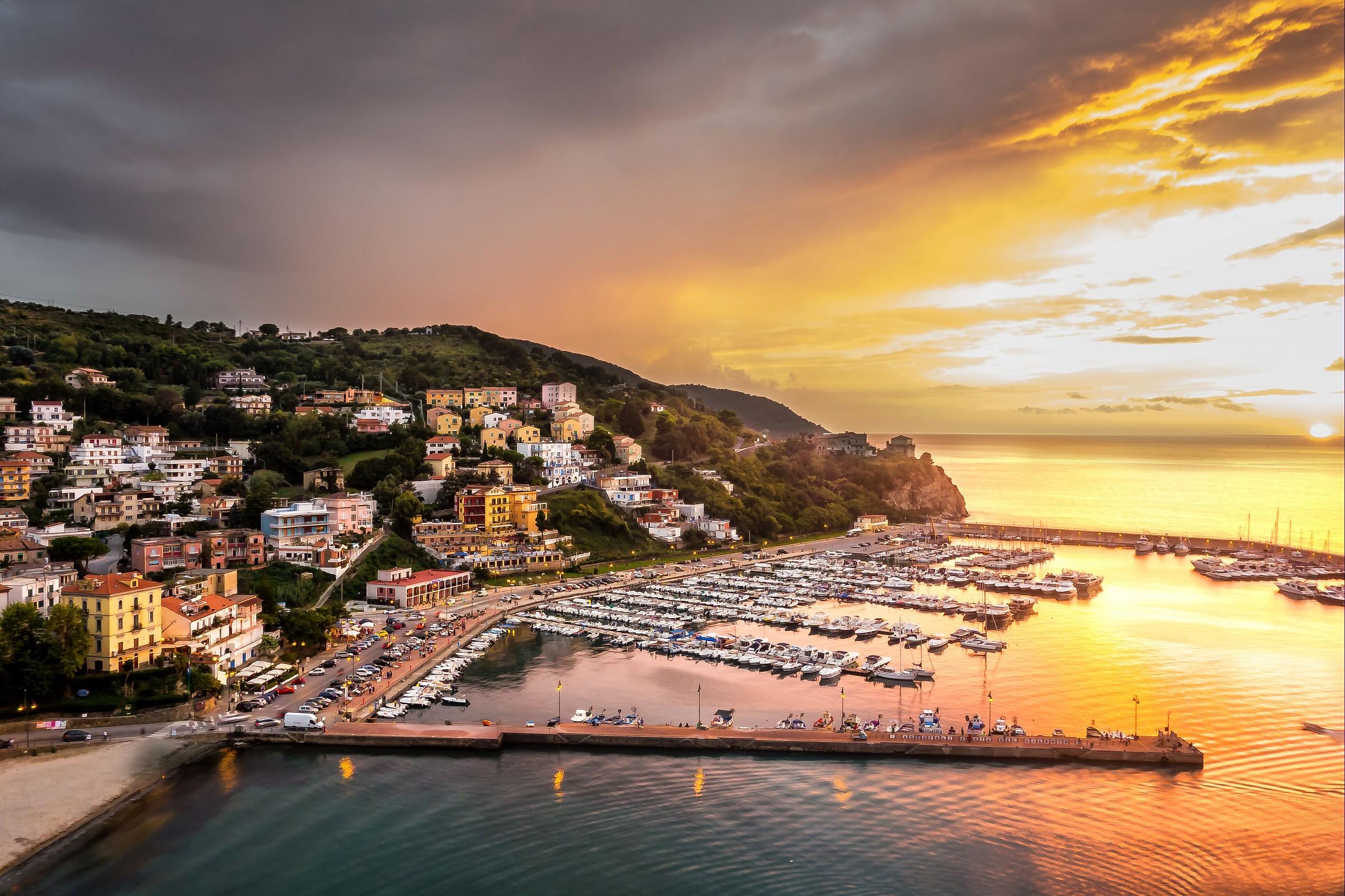 port of agropoli...