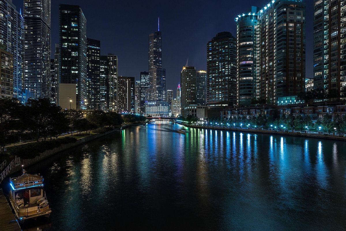 windy city riverwalk...