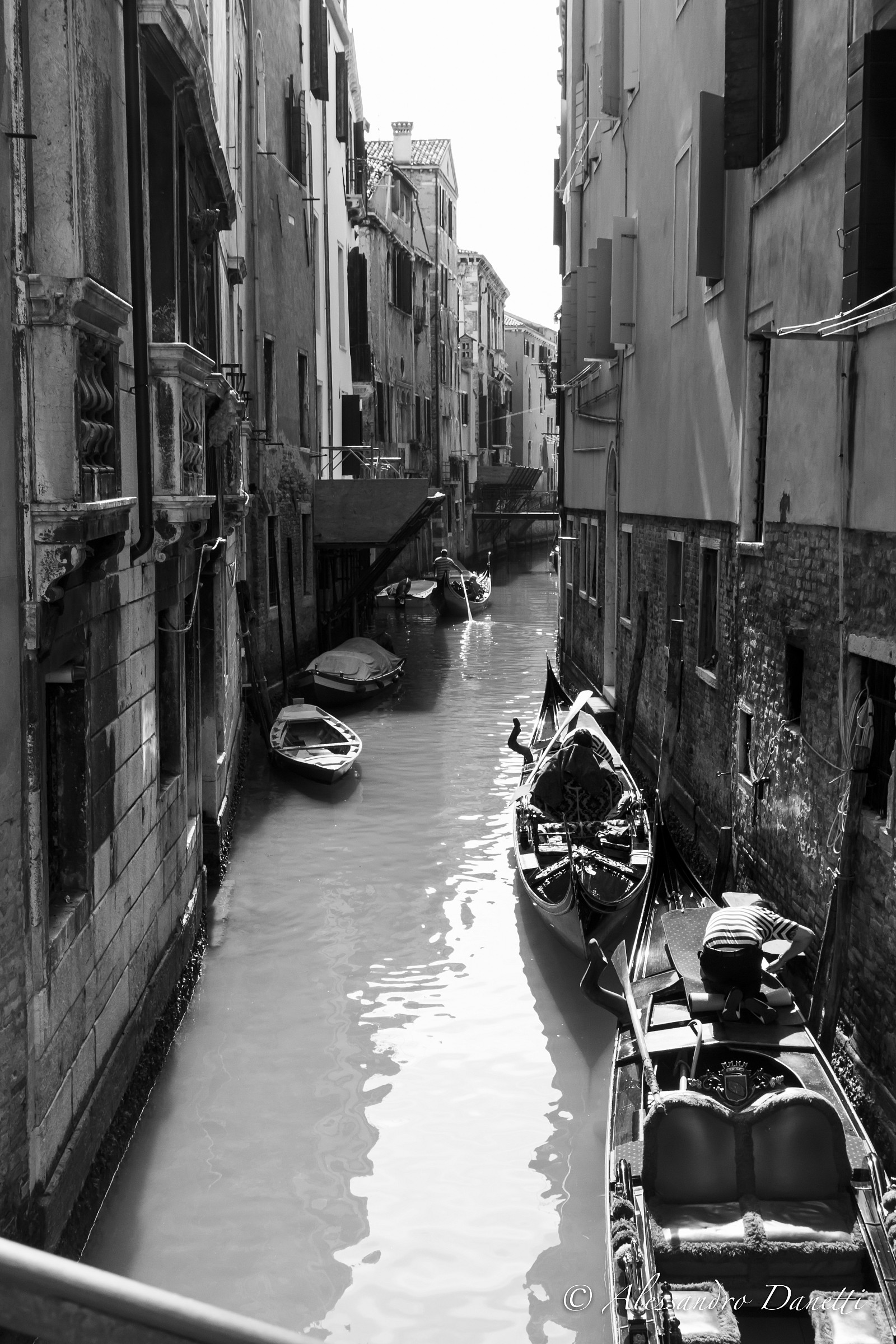 Ancient courses, narrow and B / W...