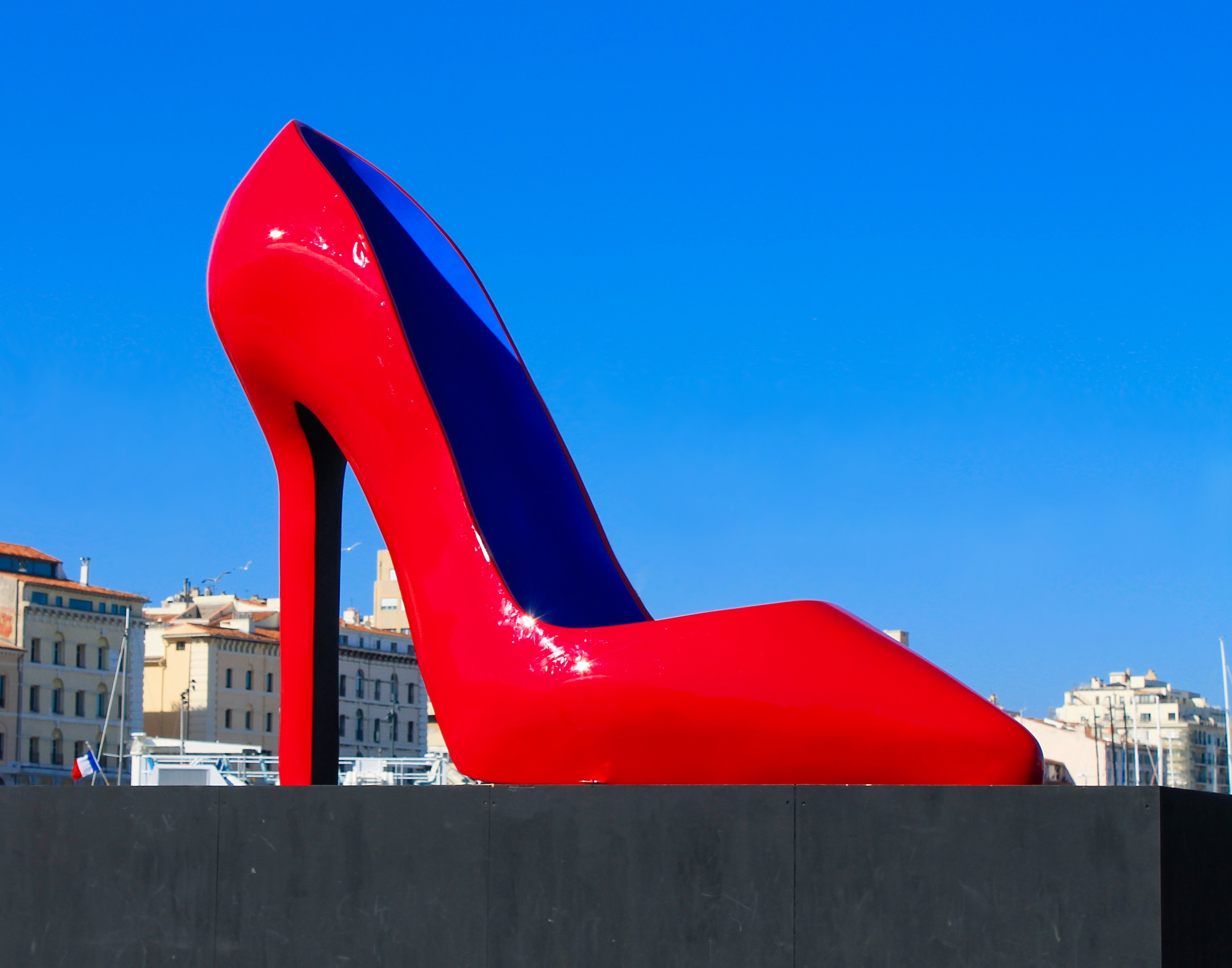 Red shoes in Marseille...