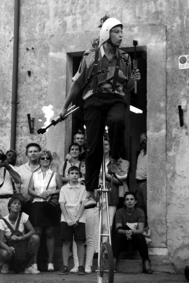 giocoliere acrobatico...