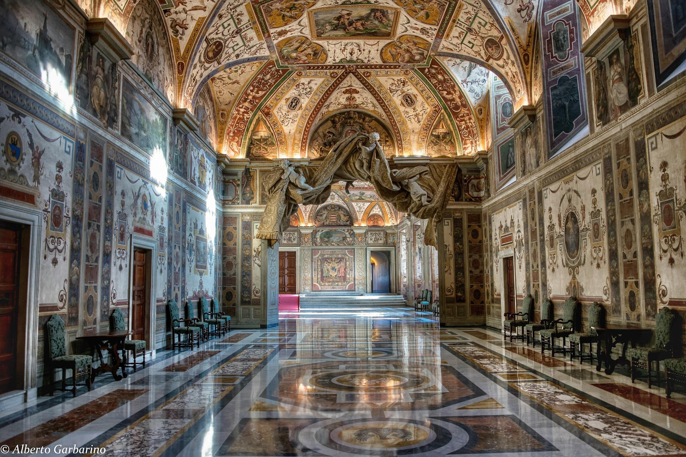 Palazzi vaticani interno juzaphoto for Interno j