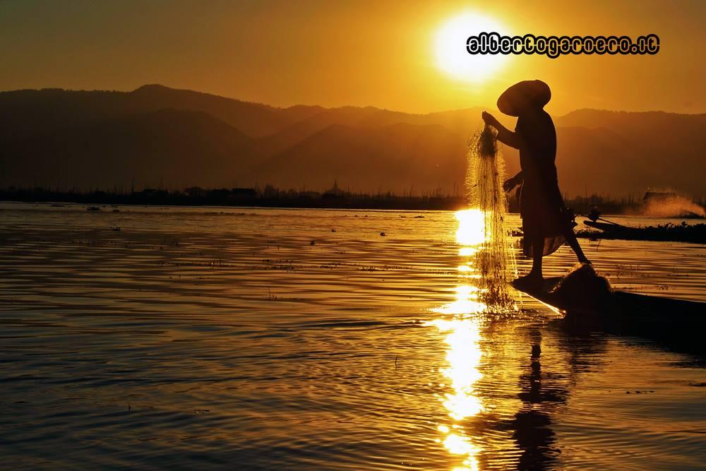 sunset on Inle Lake (Burma)...