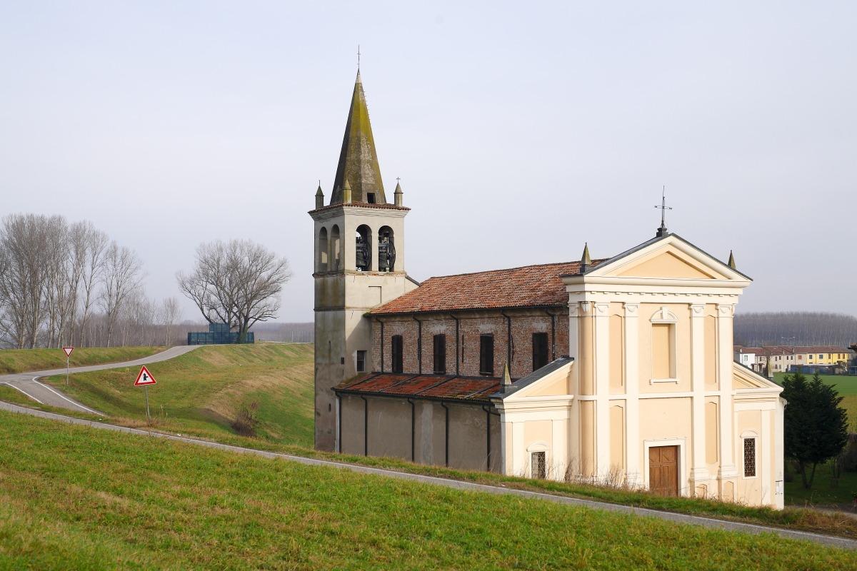 La Chiesa sotto all'argine....