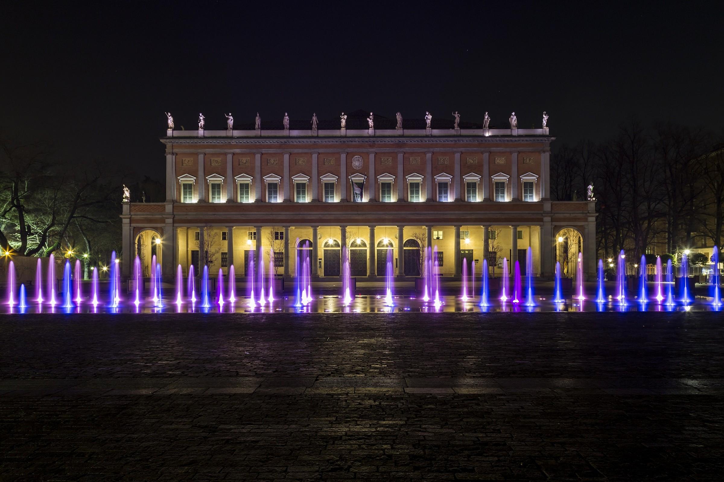 Teatro municipale e fontana Reggio Emilia...