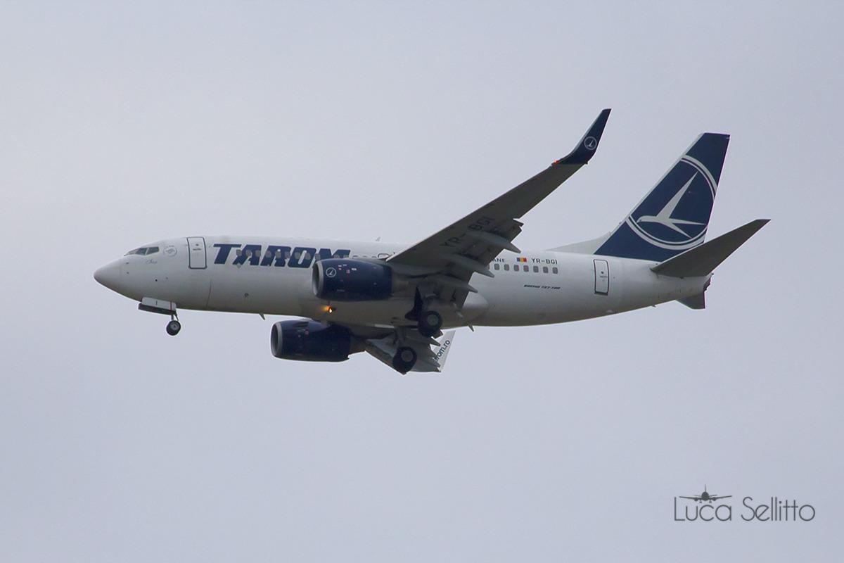 Boeing 737-78j Tarom...