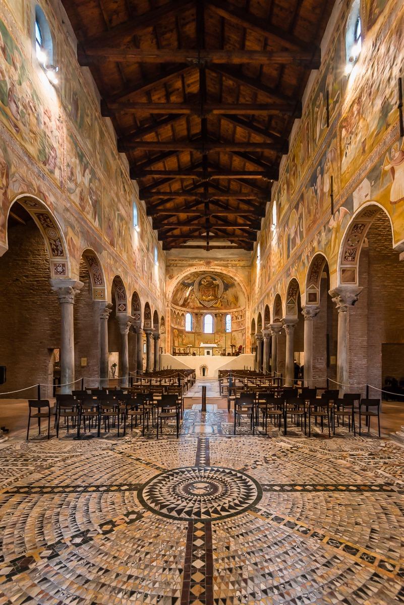 Interno della chiesa di santa maria juzaphoto for Interno j