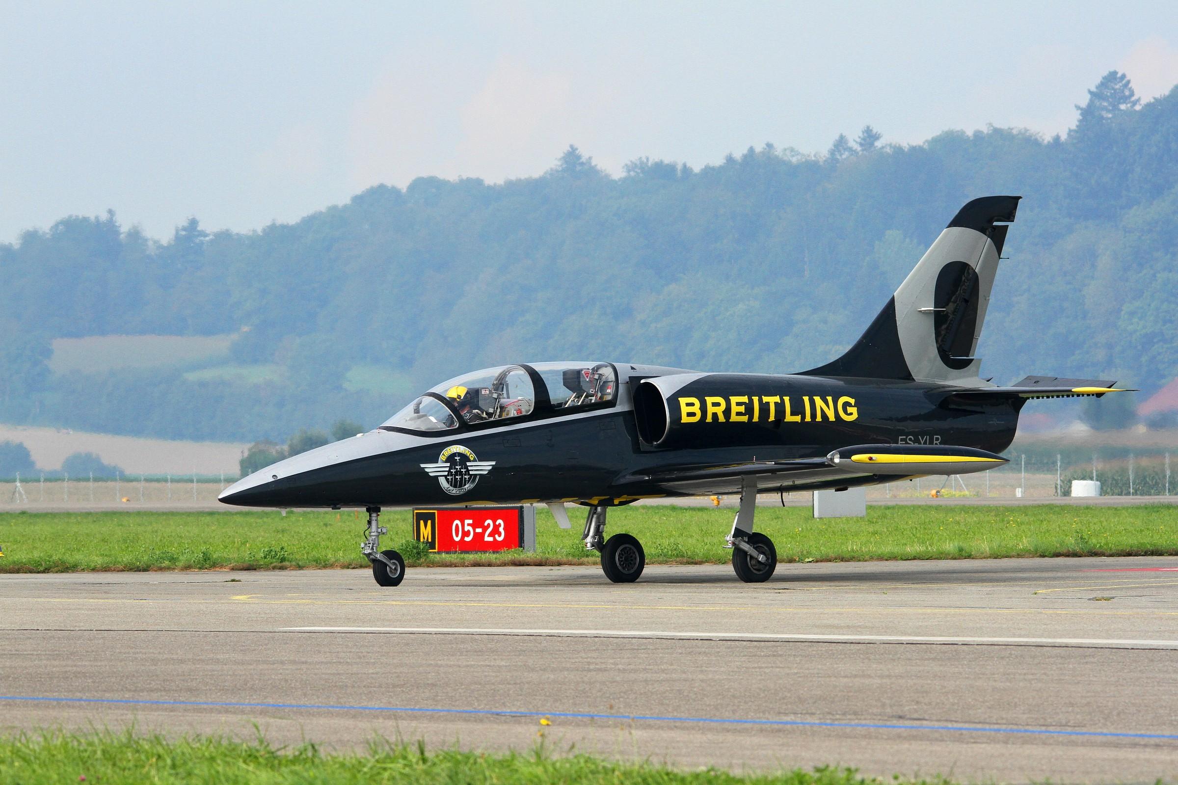 L39 - Breitling team...