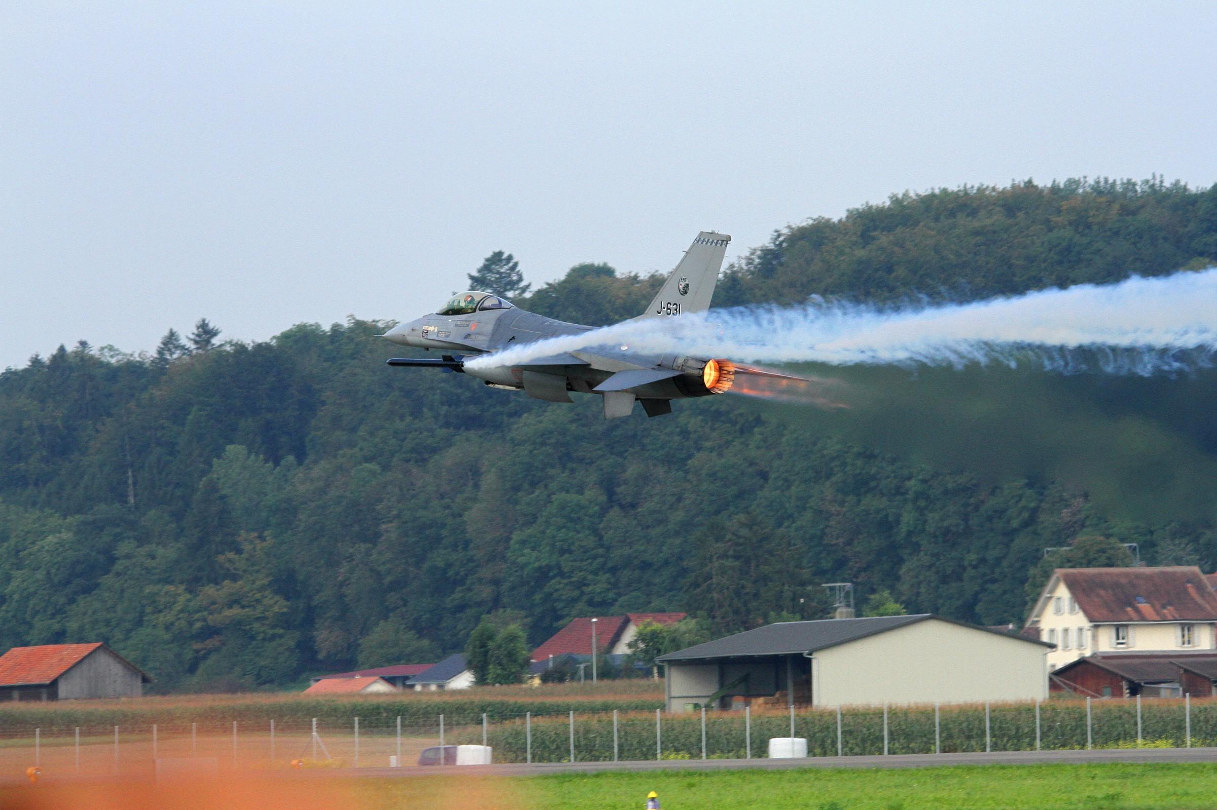 F16 - Decollo full power...