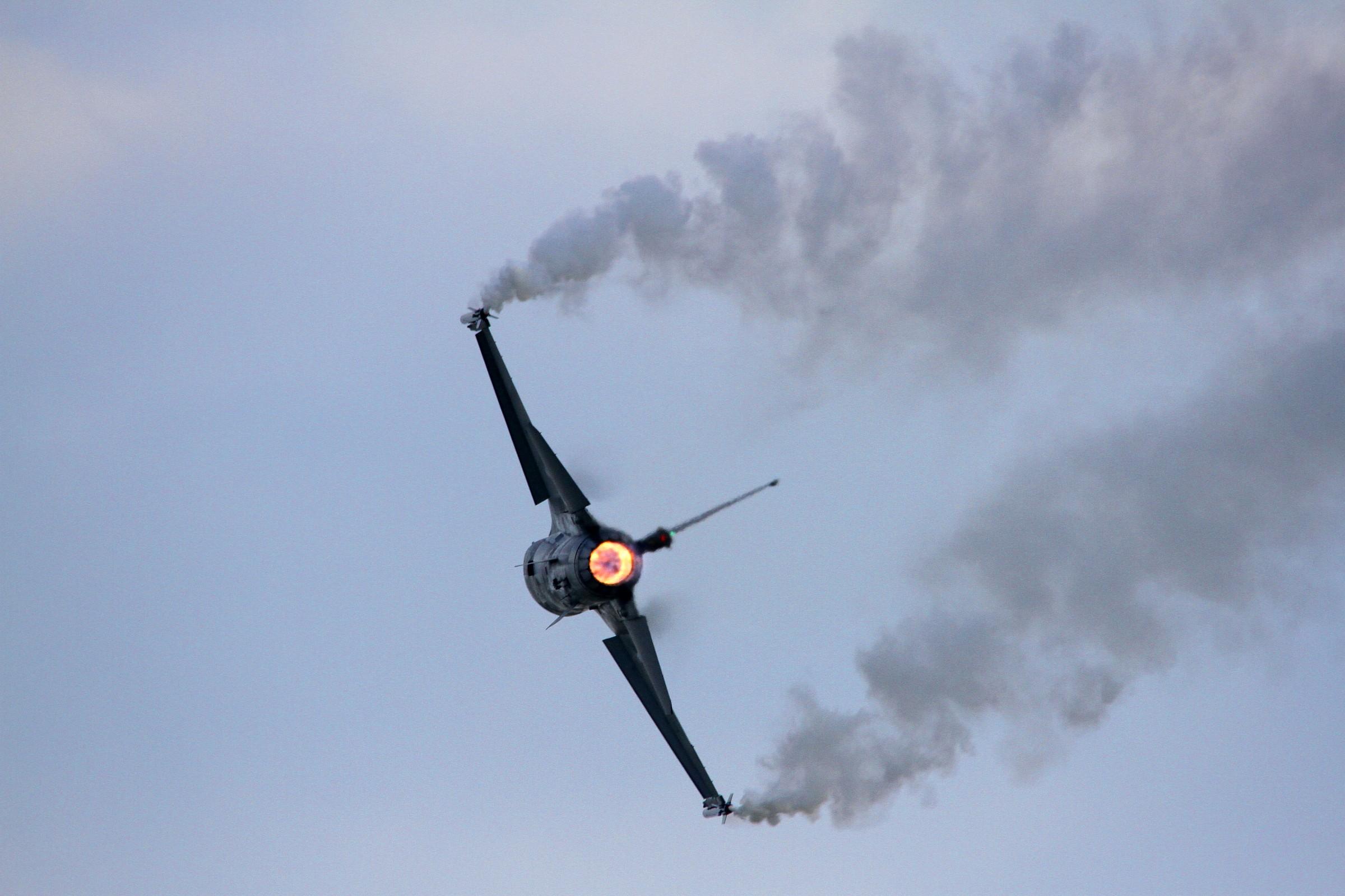 F16 - Virata stretta...