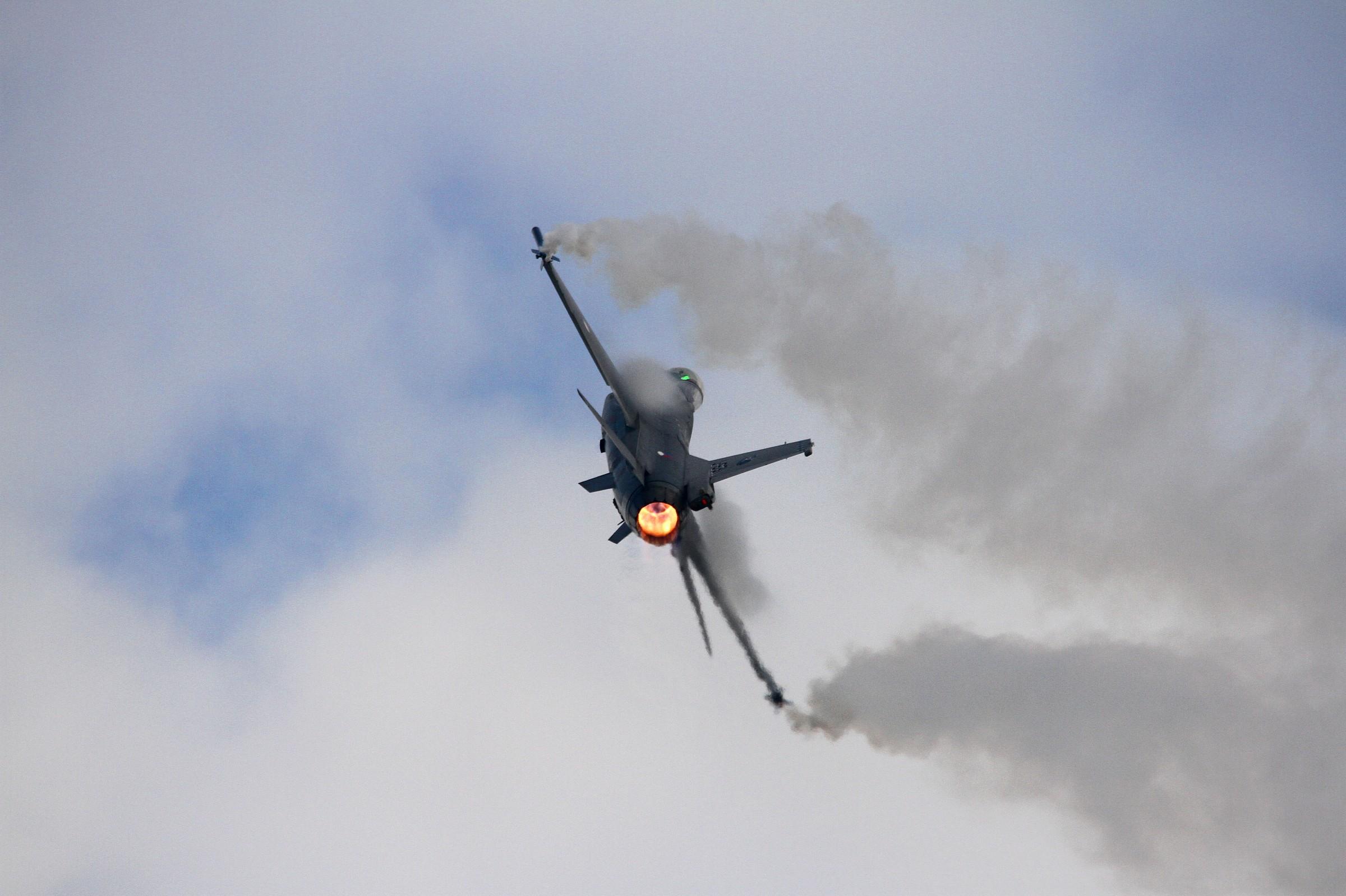 F16 - Uscita virata...