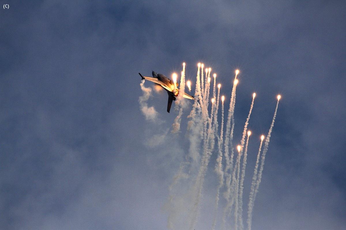 F16 - Flares...