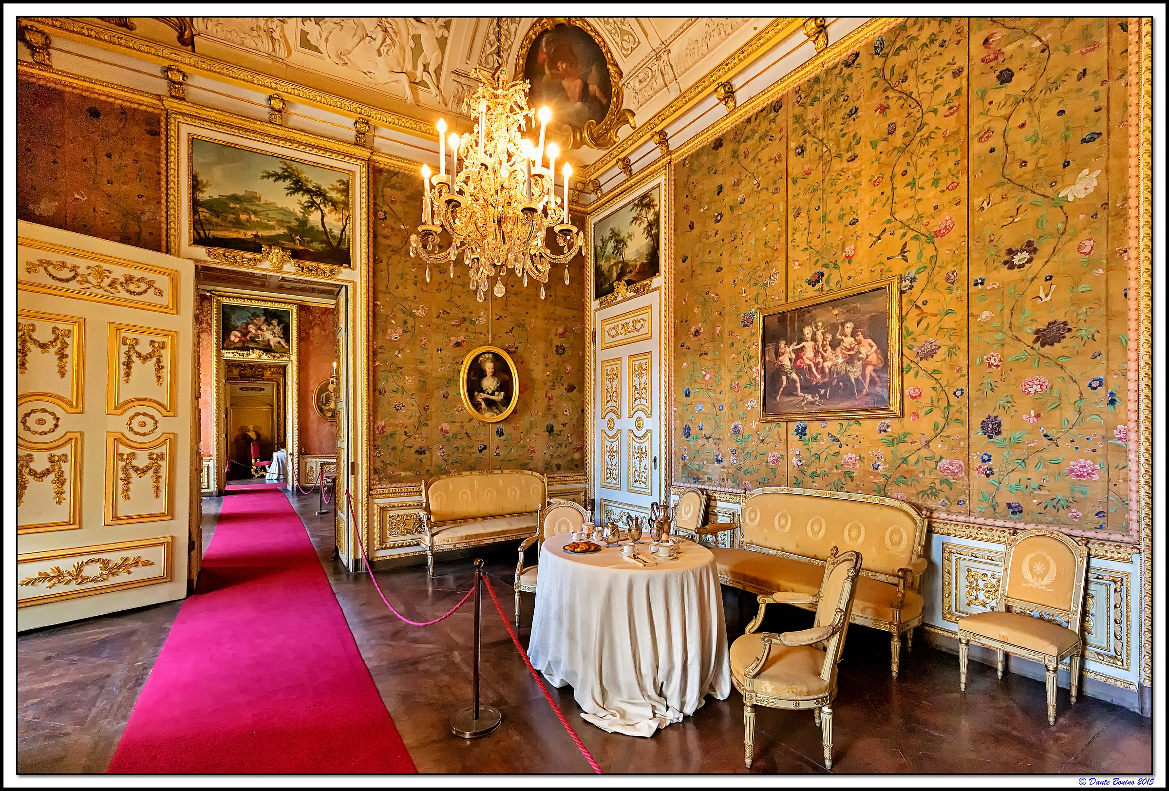 Appartamenti di maria felicita camera da letto juzaphoto for 2 appartamenti della camera da letto principale
