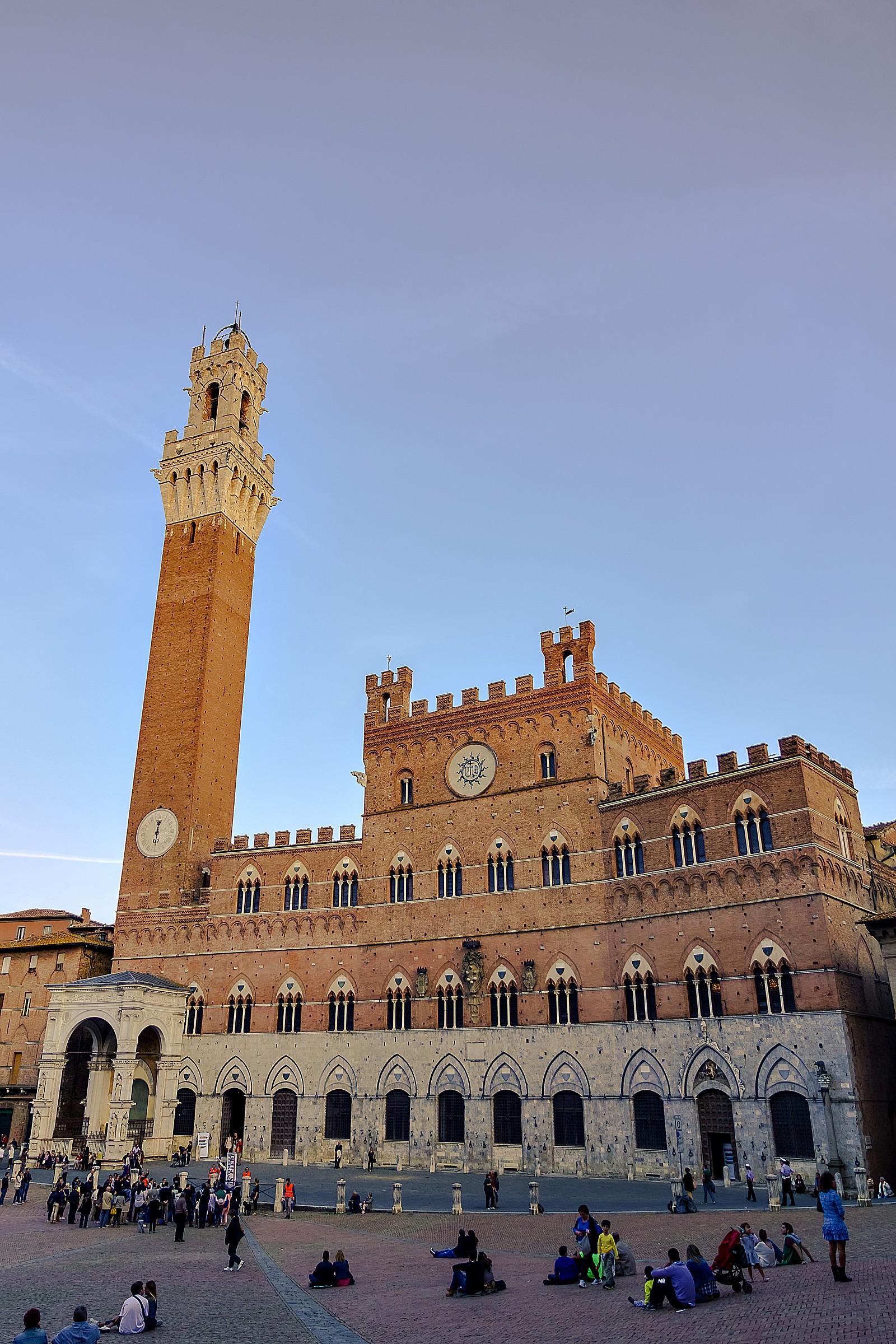 Piazza del Campo e Torre del Mangia - Siena...