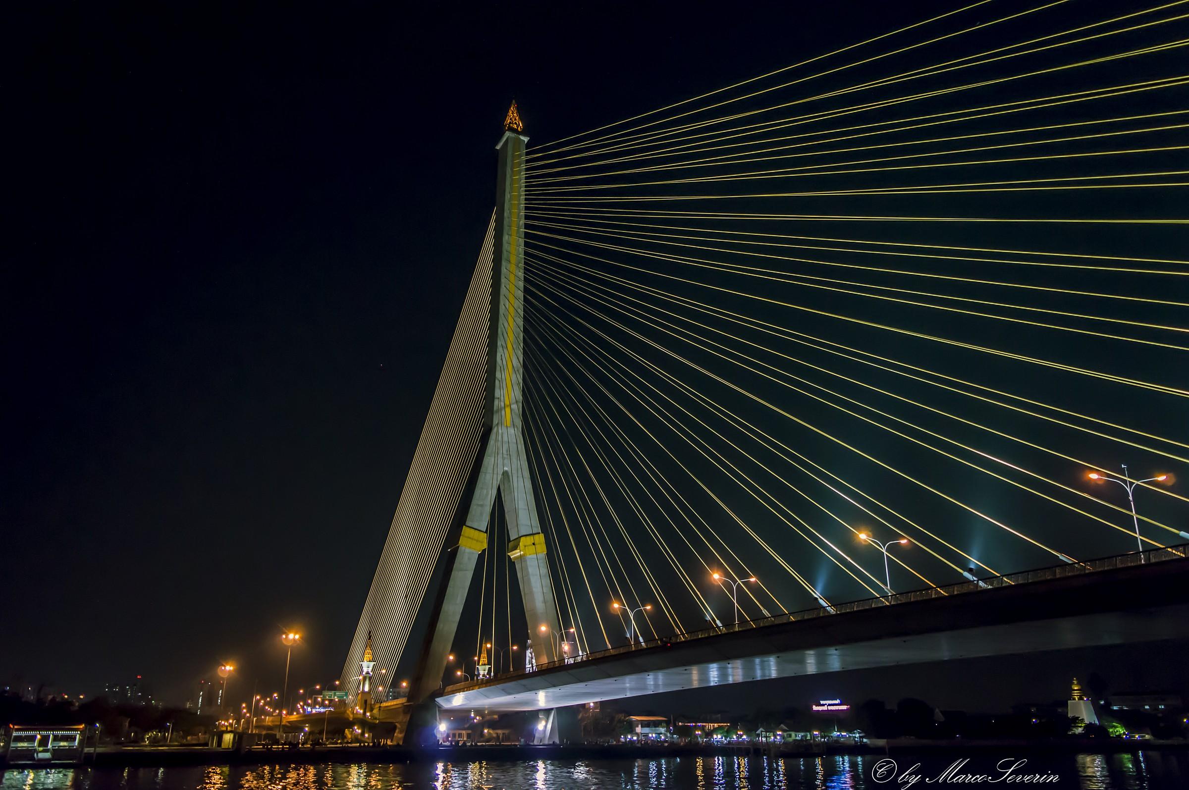 Un ponte sul fiume Chao Phraya...