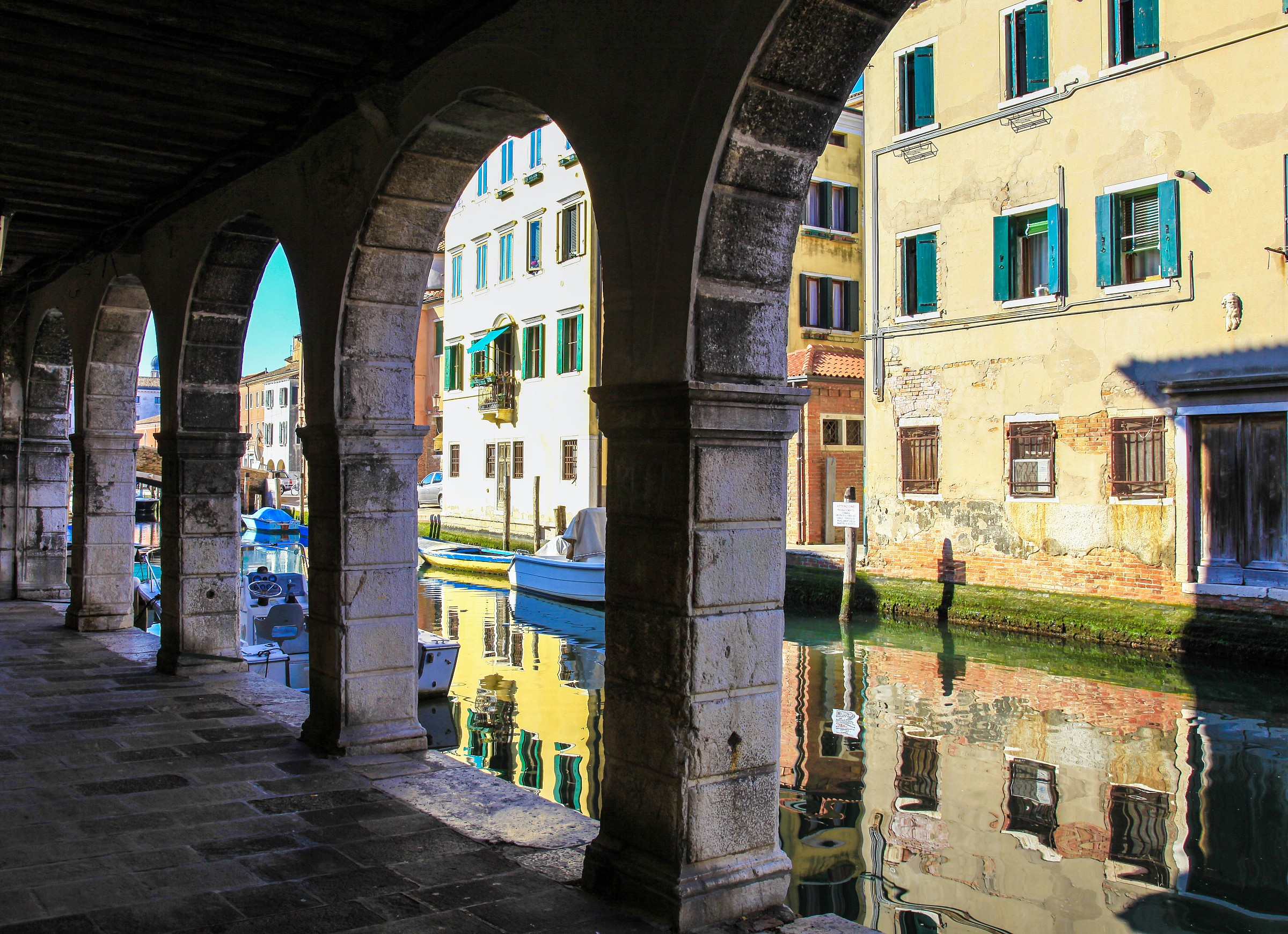portici e canale...