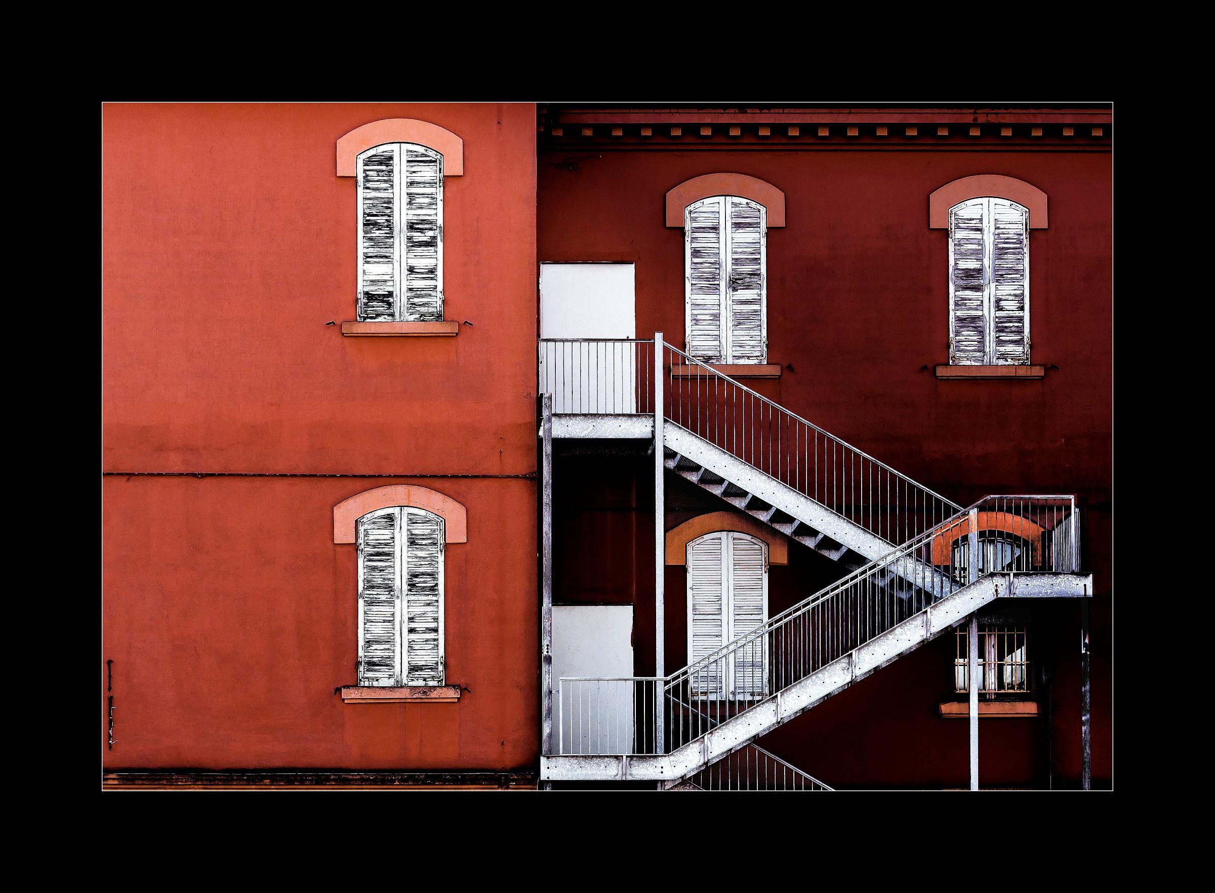 Contrasts urban...