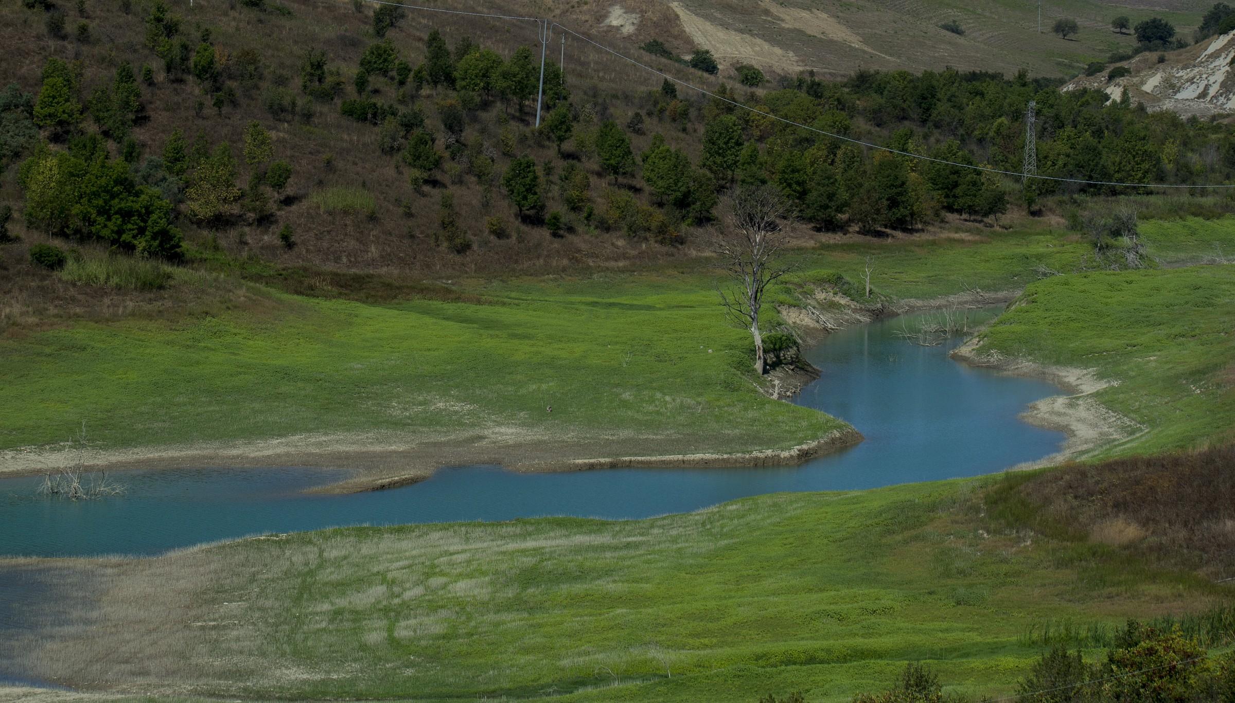 Braccio d'acqua della diga di Montecotugno...