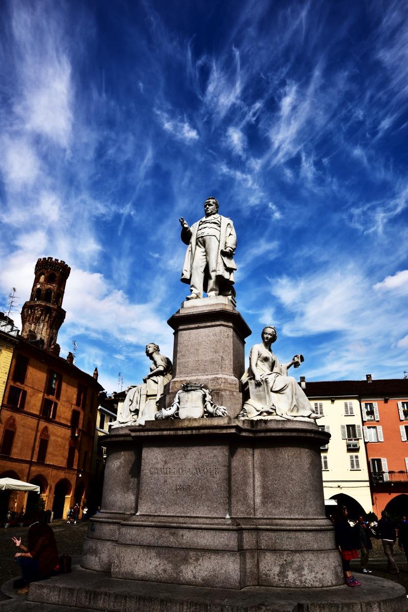 statue of Cavour -Vercelli-...