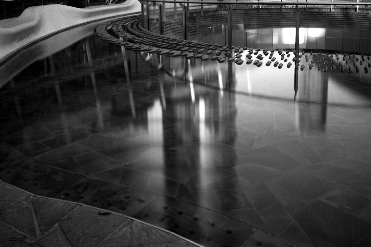 Milano, Piazza Gae Aulenti - reflection...