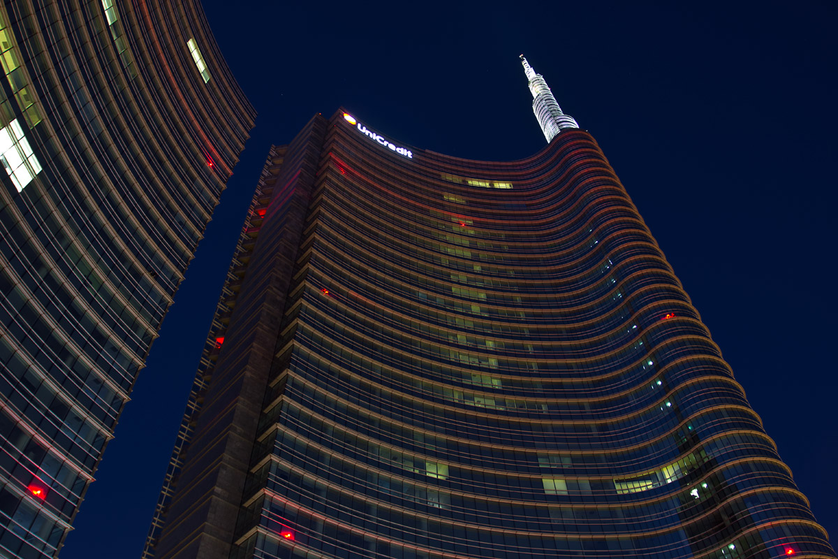Milano, Piazza Gae Aulenti - now blue 03...