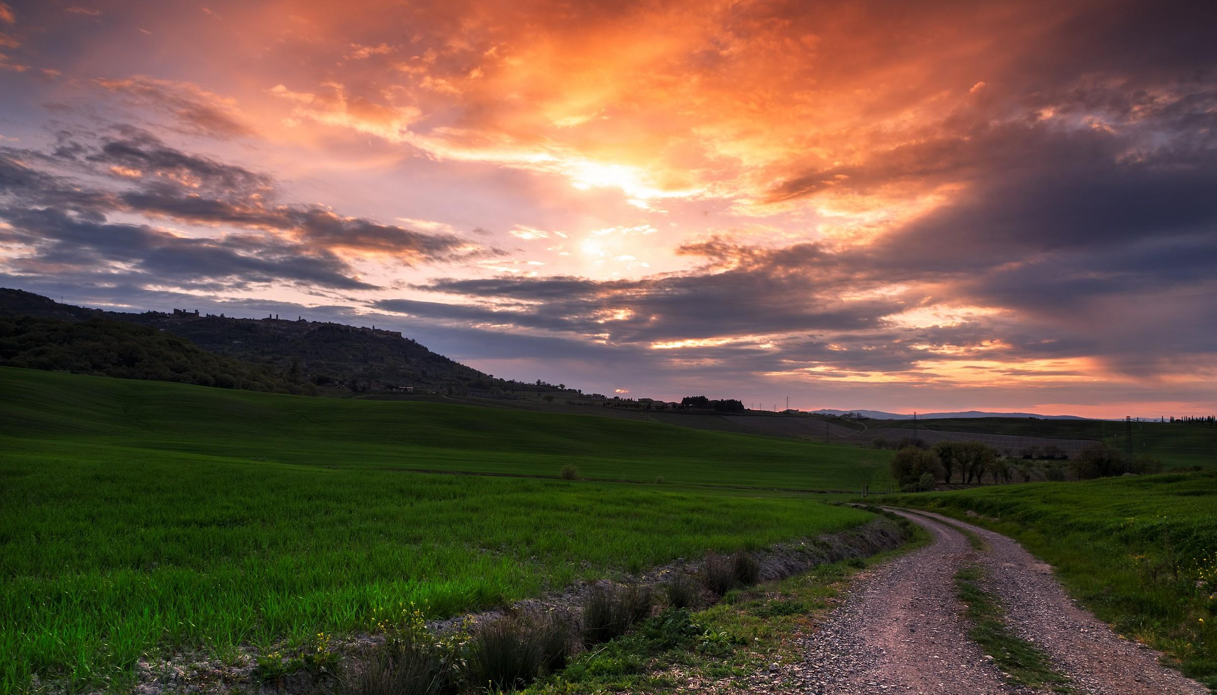 tramonto sopra montalcino...