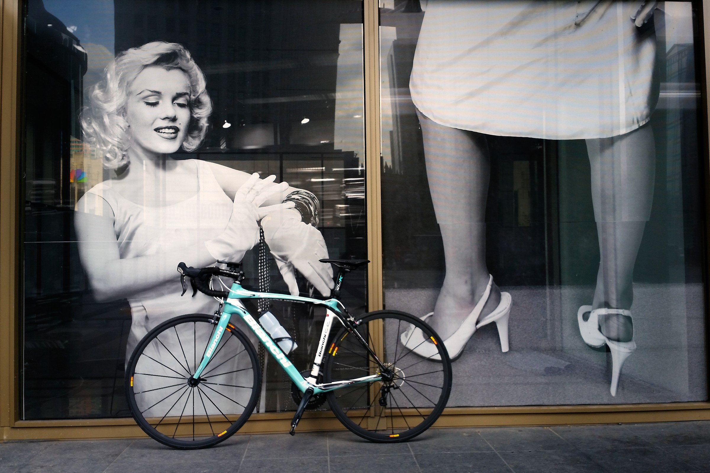 Marilyn loves to Bianchi...