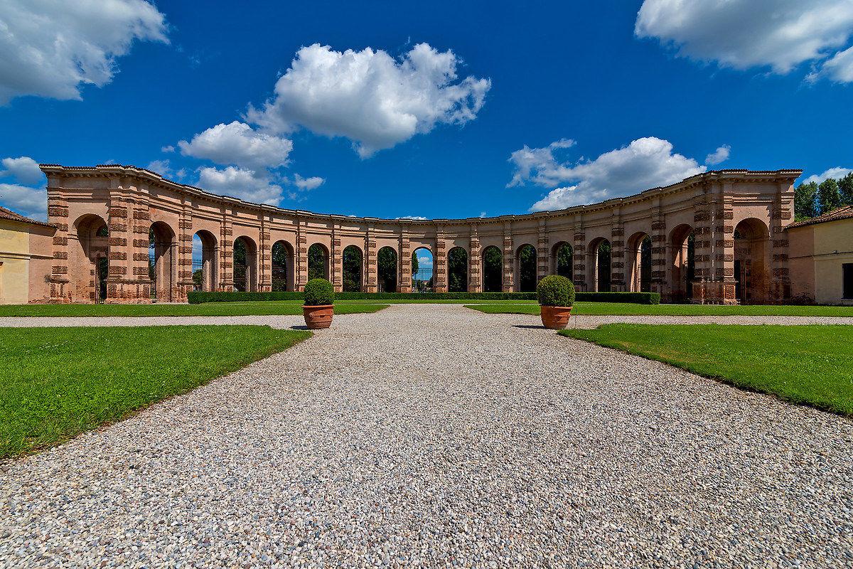 Garden Palazzo Te...