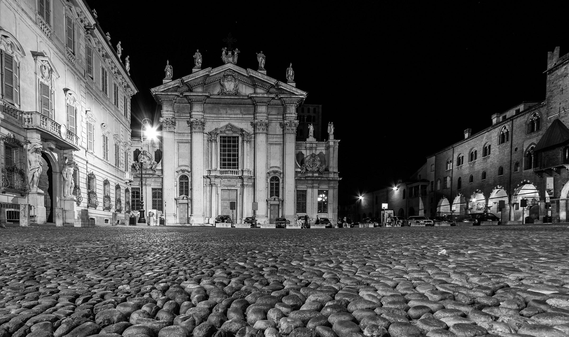 Piazza sordello mantova juzaphoto for Piazza sordello