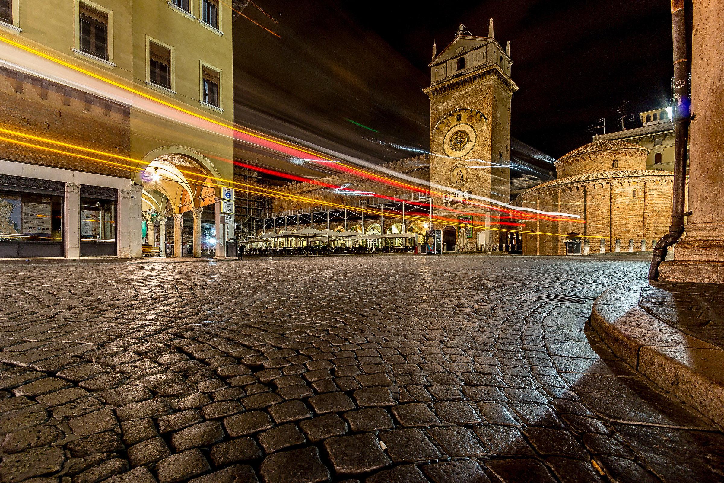 Piazza Erbe 2. Mantova...