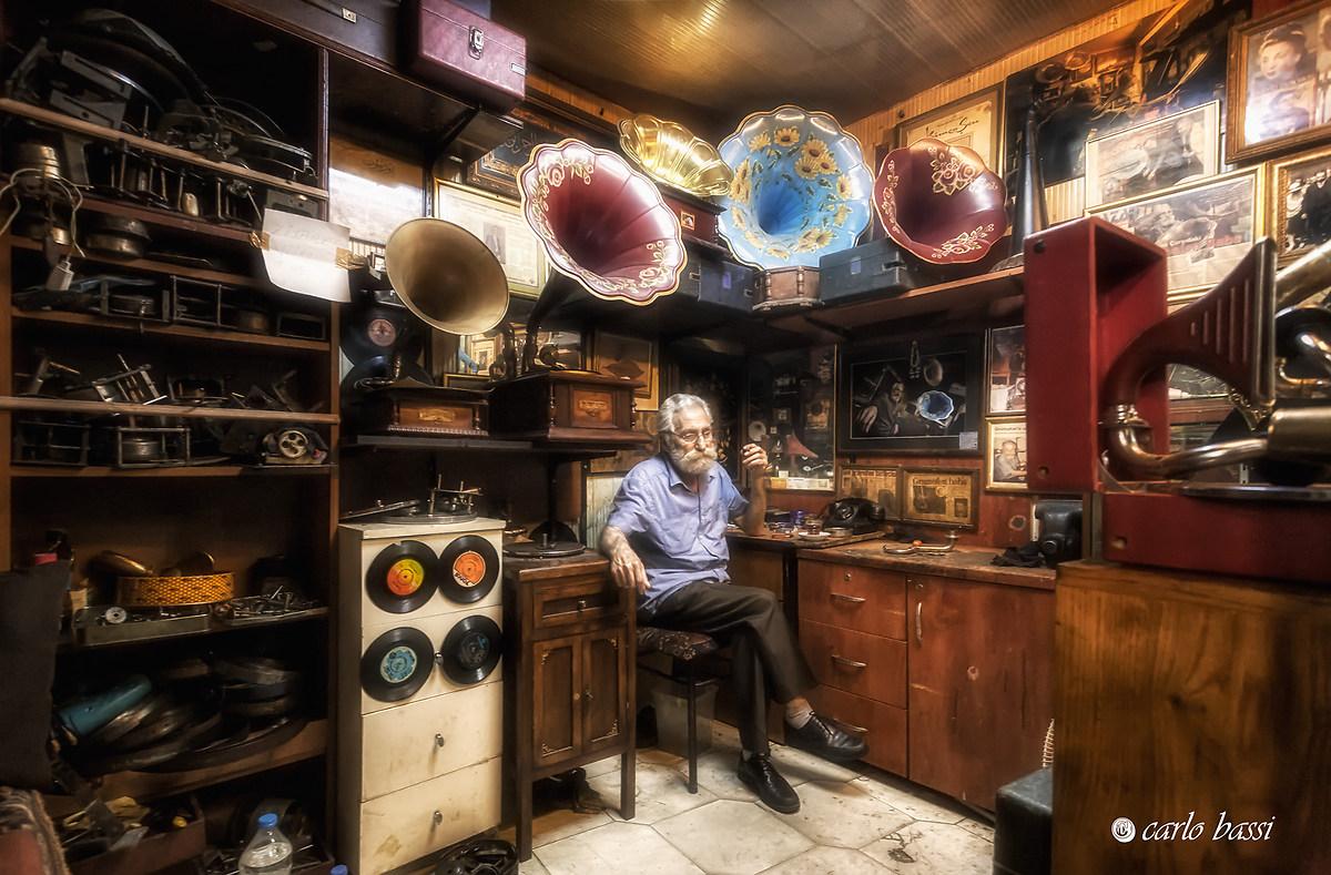 the merchant gramophones...
