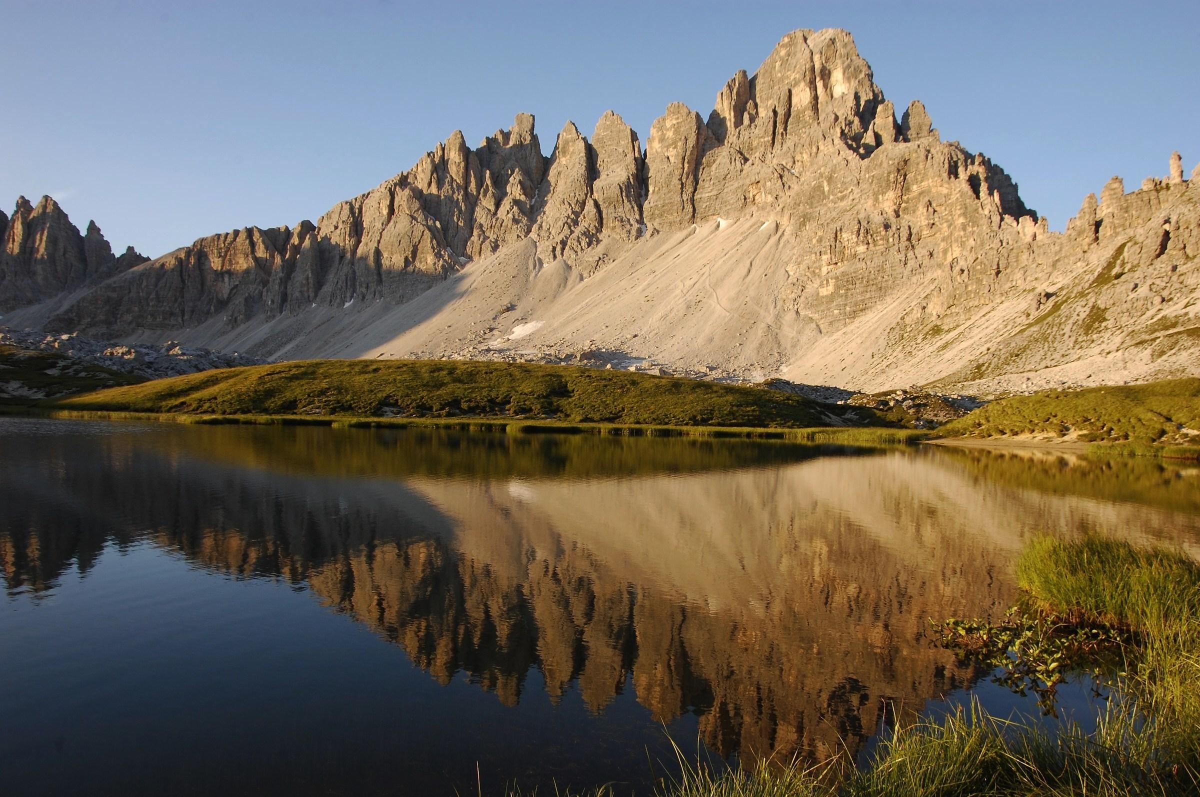 Il lago dei Piani  e il monte Paterno  all' alba...