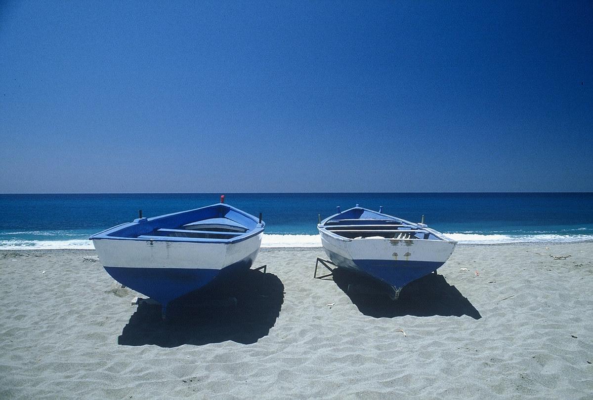 3 boats...