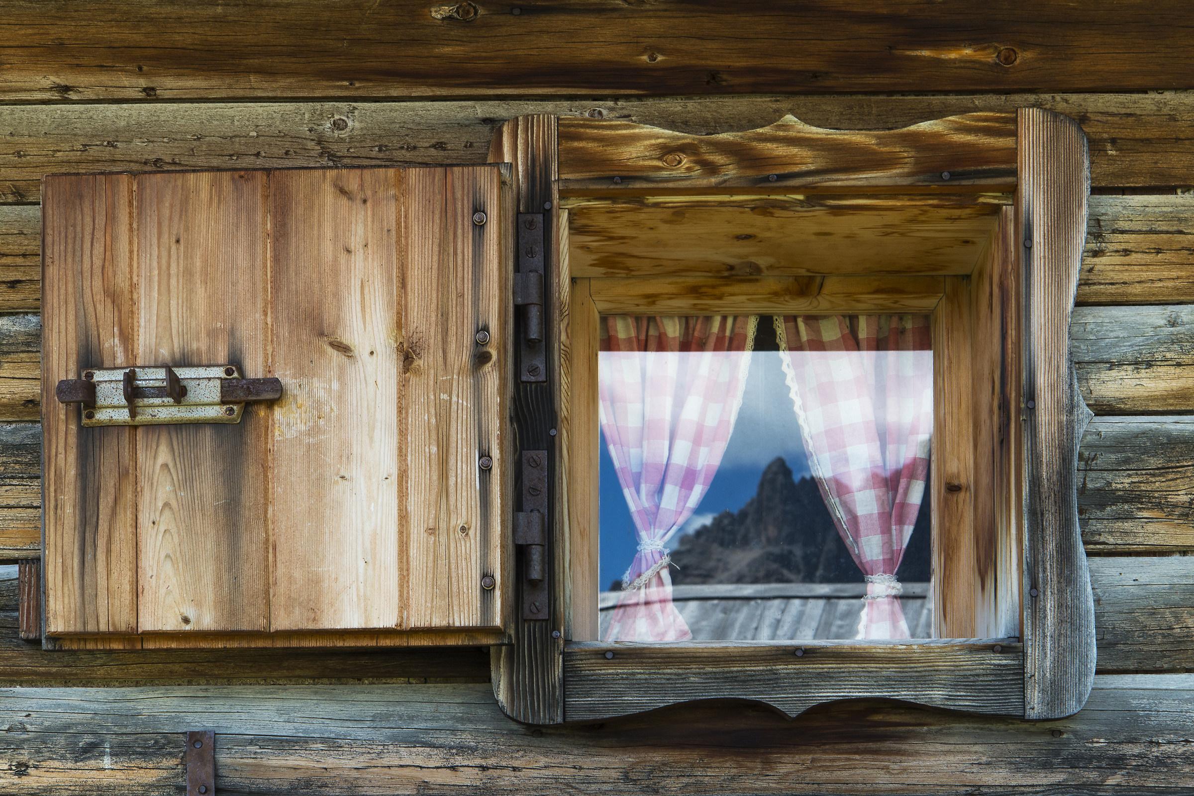 La montagna nella finestra juzaphoto for Finestra nella dacia