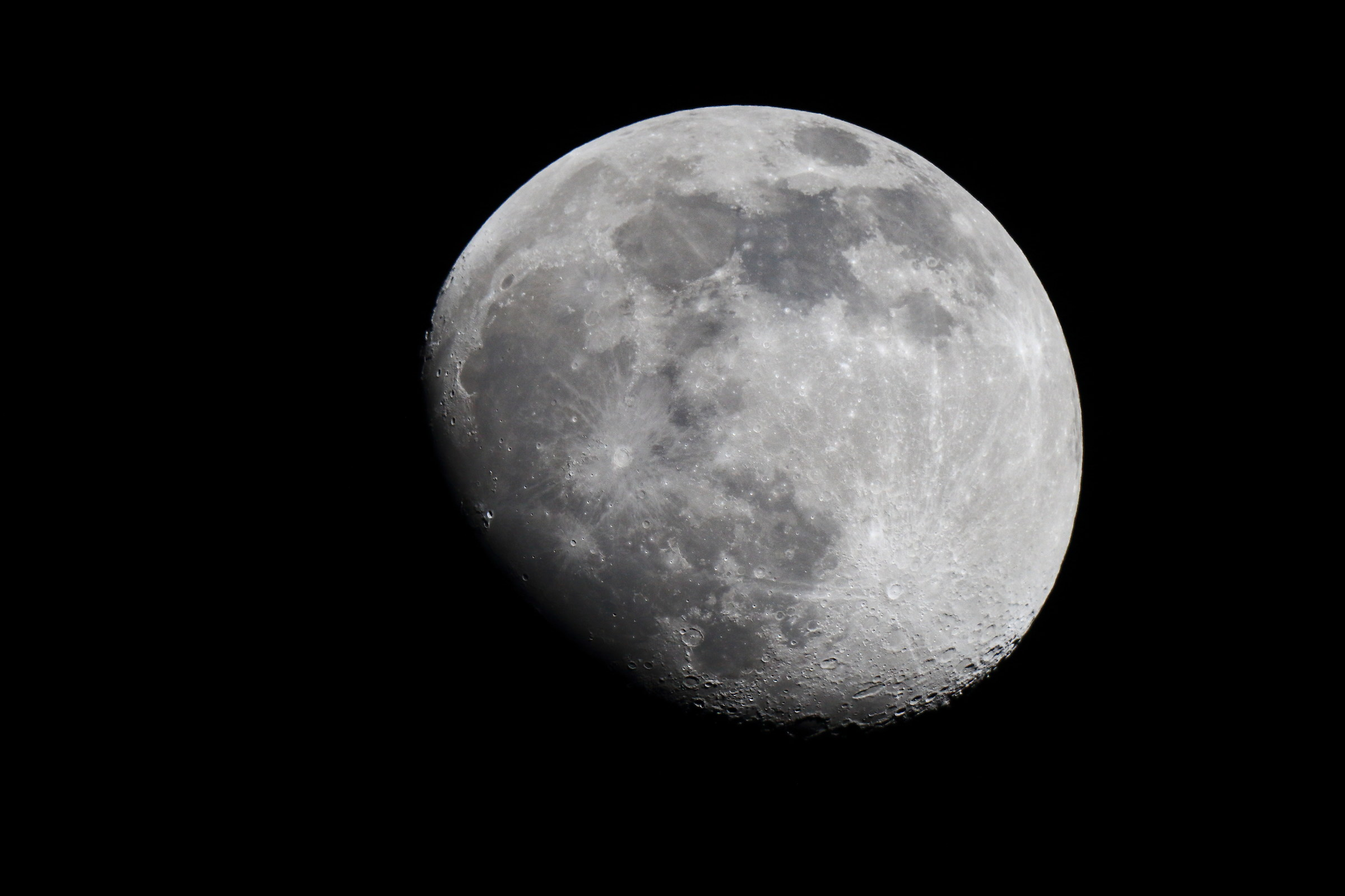 Nearly full moon to 1920mm...