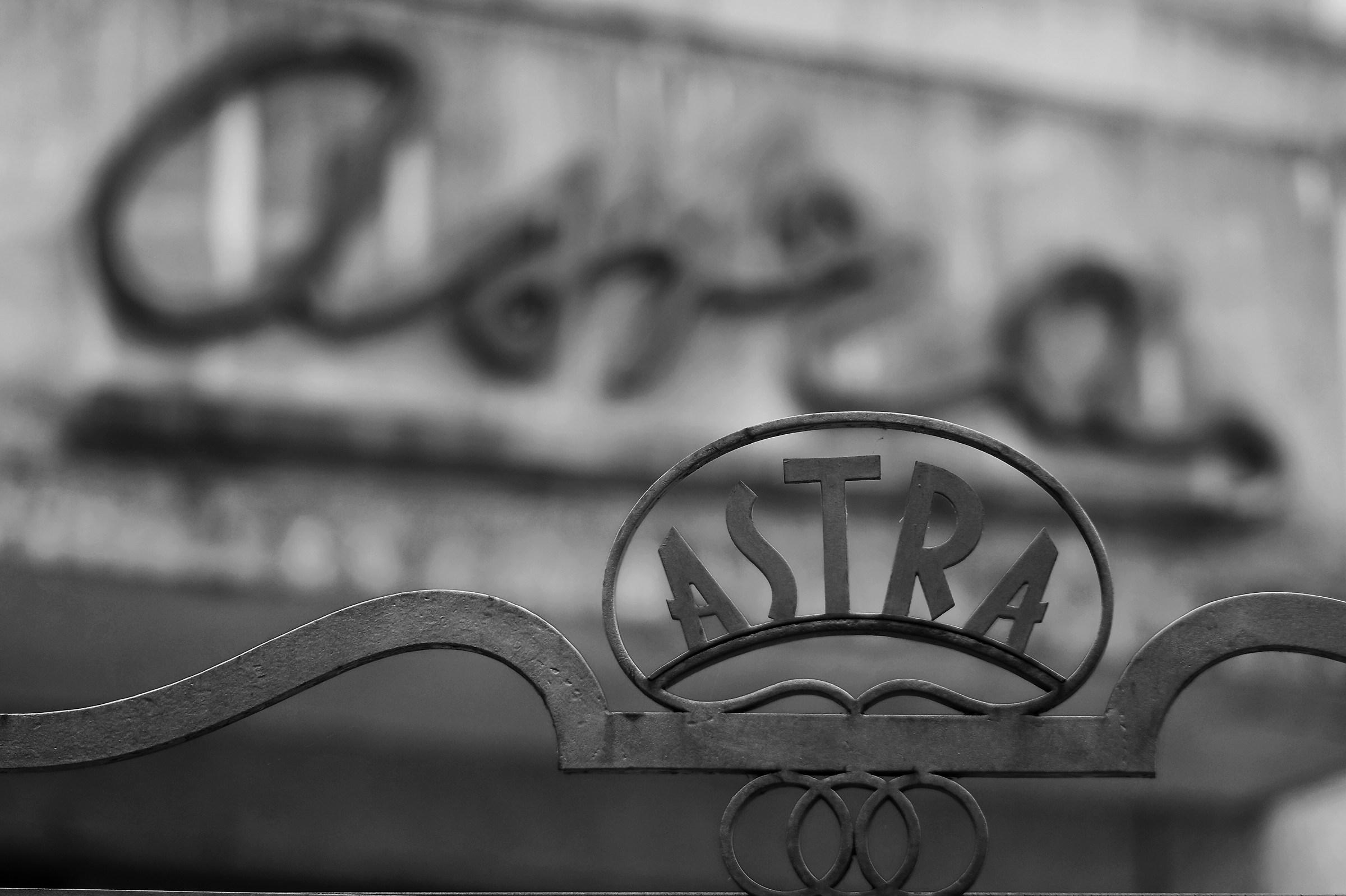"""Cinema Astra """"Vecchie insegne di un tempo che fu""""..."""