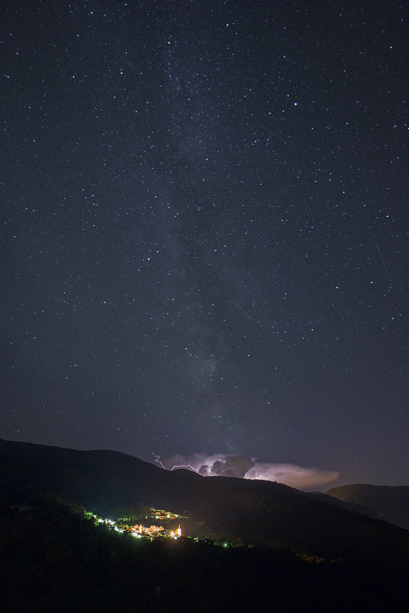 Thunderstorm with milky way...