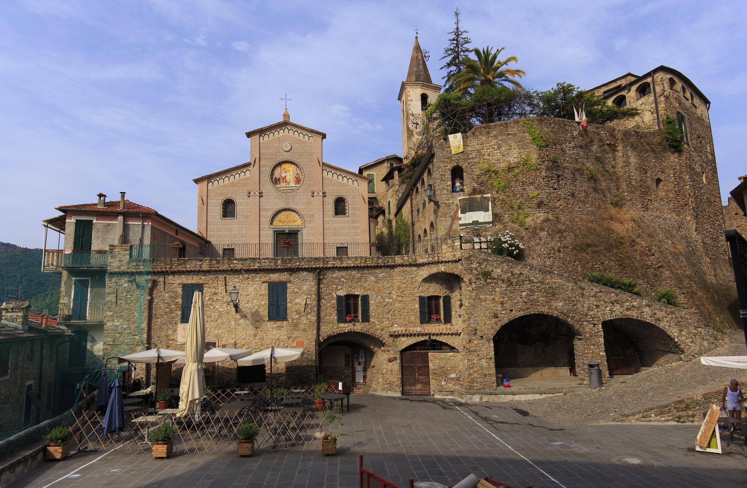 Piazza di Apricale...