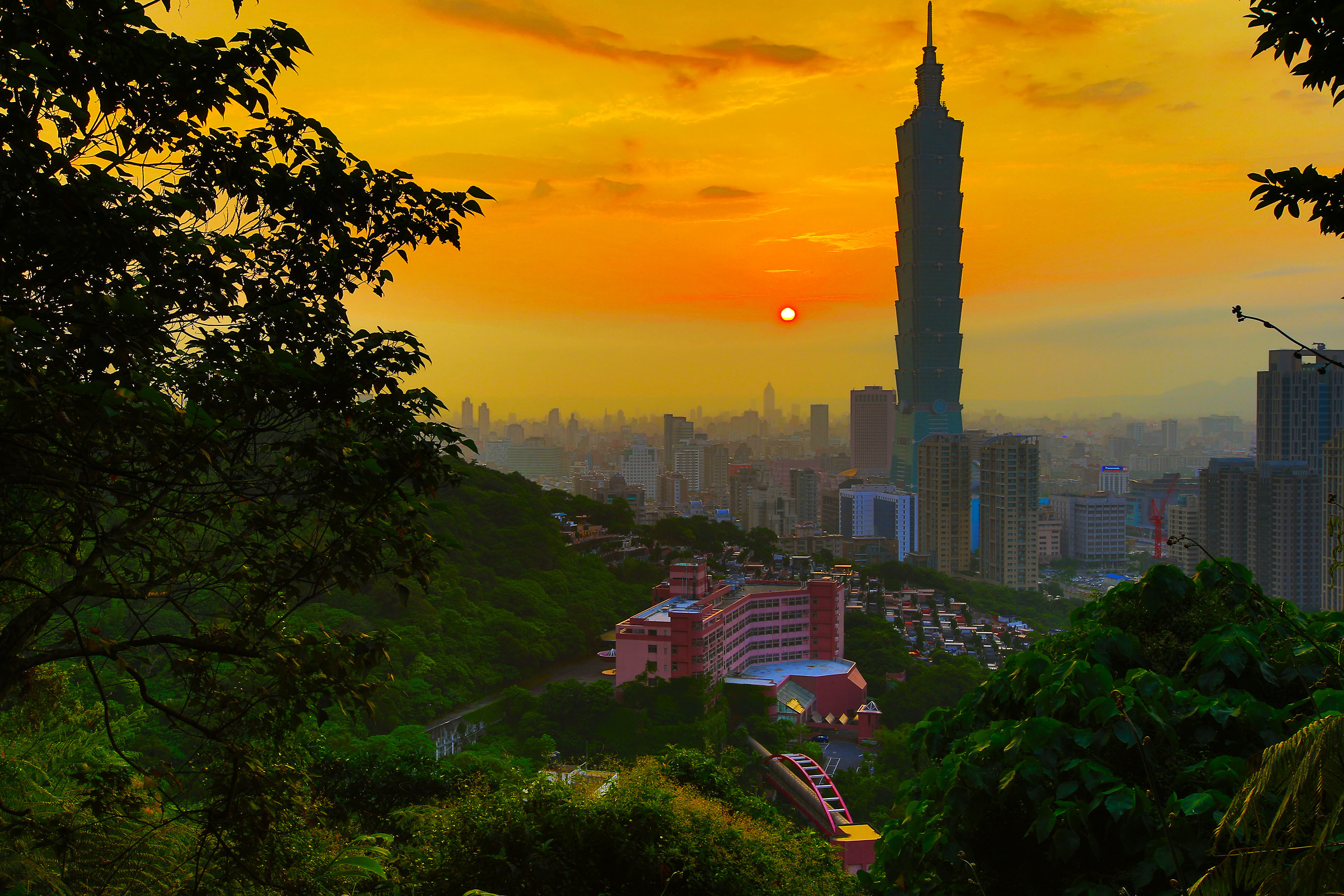 Taipei from Elephant mount...