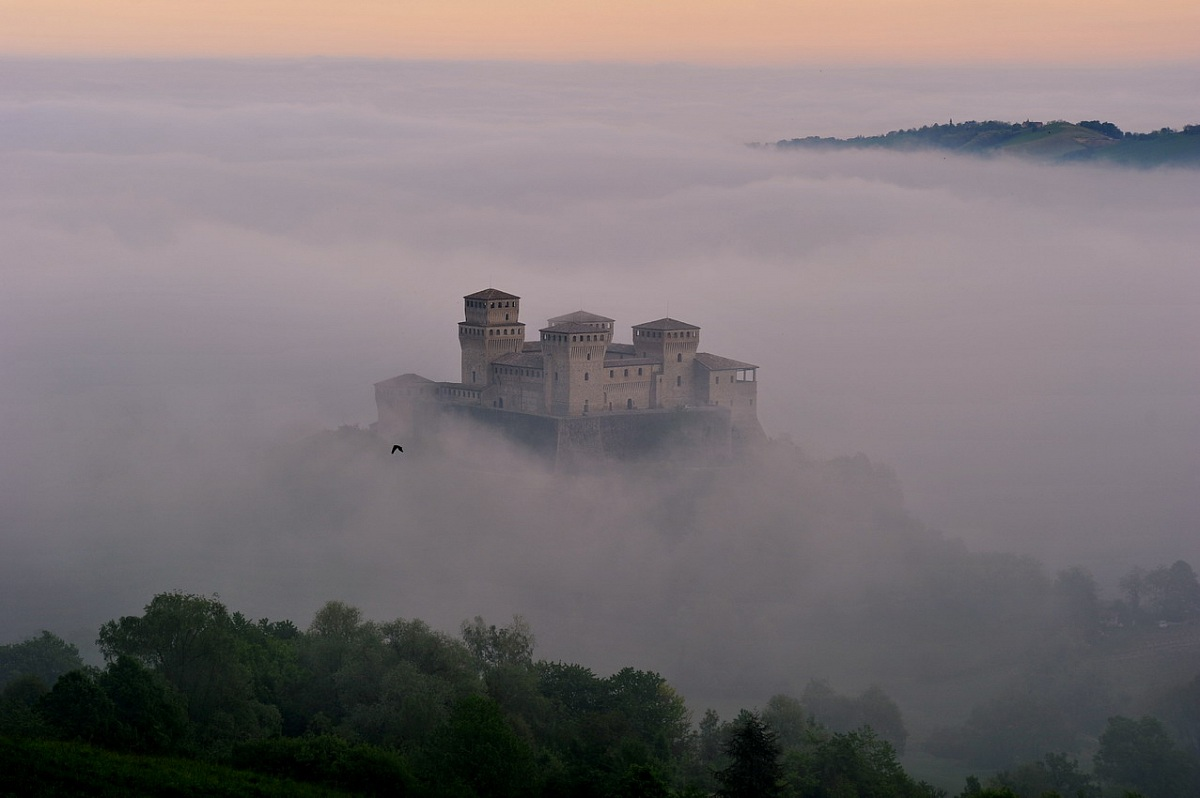 The castle suspended...