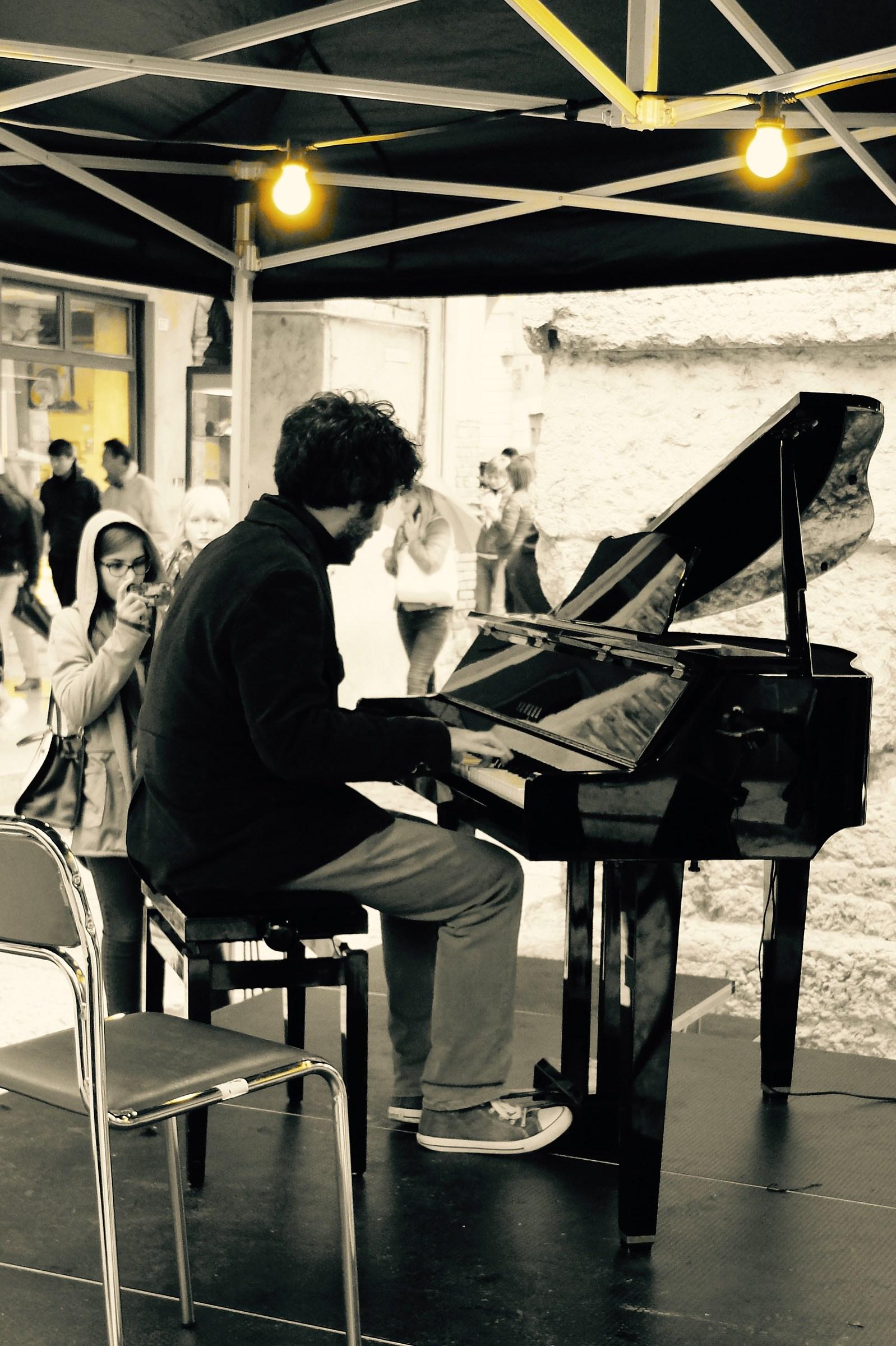 Non fotografate sul pianista...