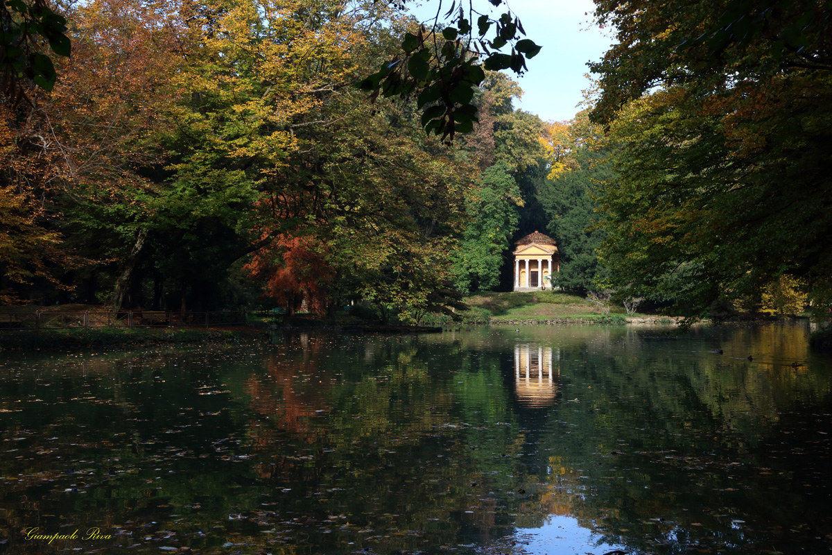 Laghetto nei giardini della villa reale di monza juzaphoto for Laghetto i giardini