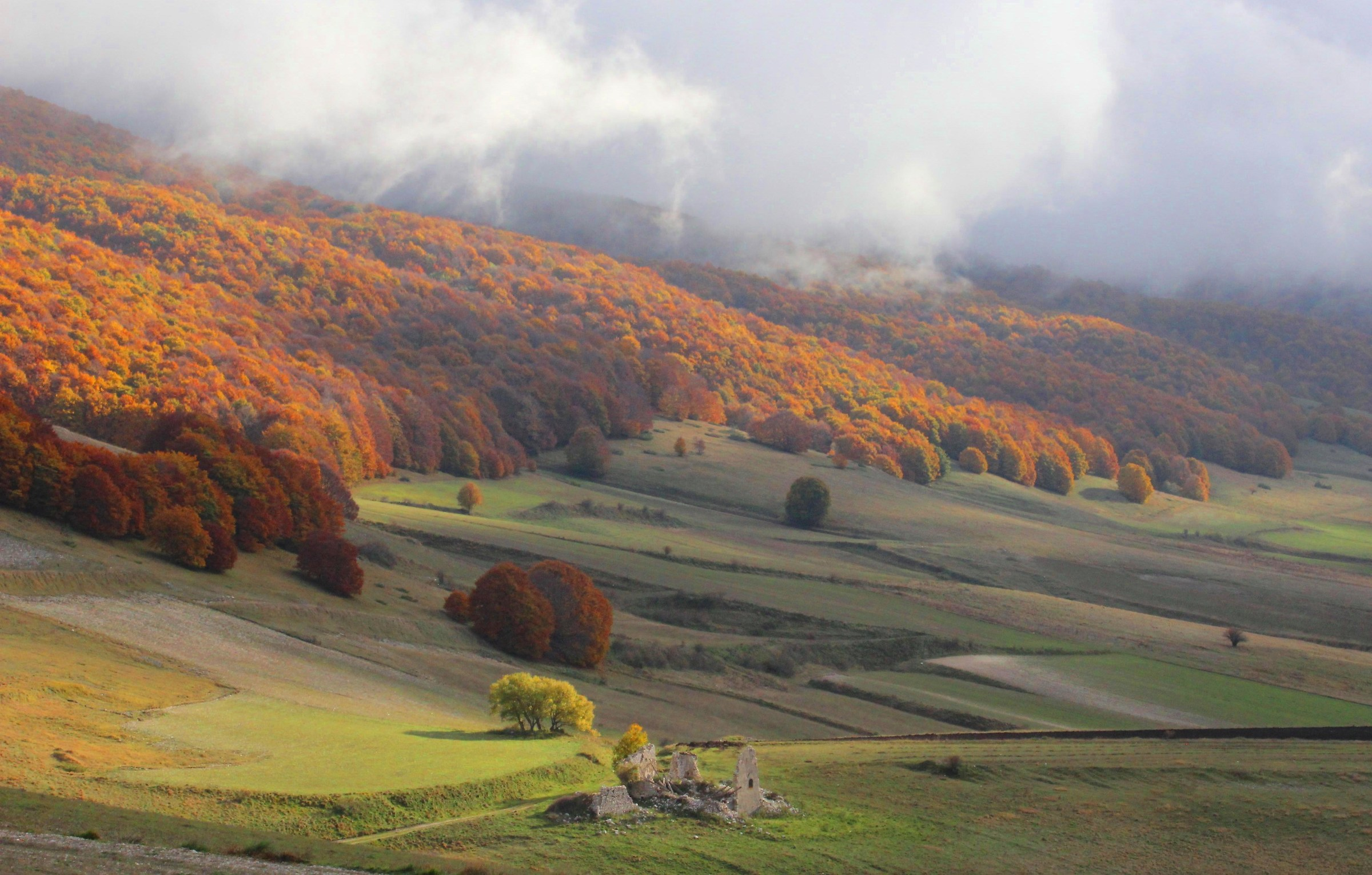 Flows of colors and fog on the valley...