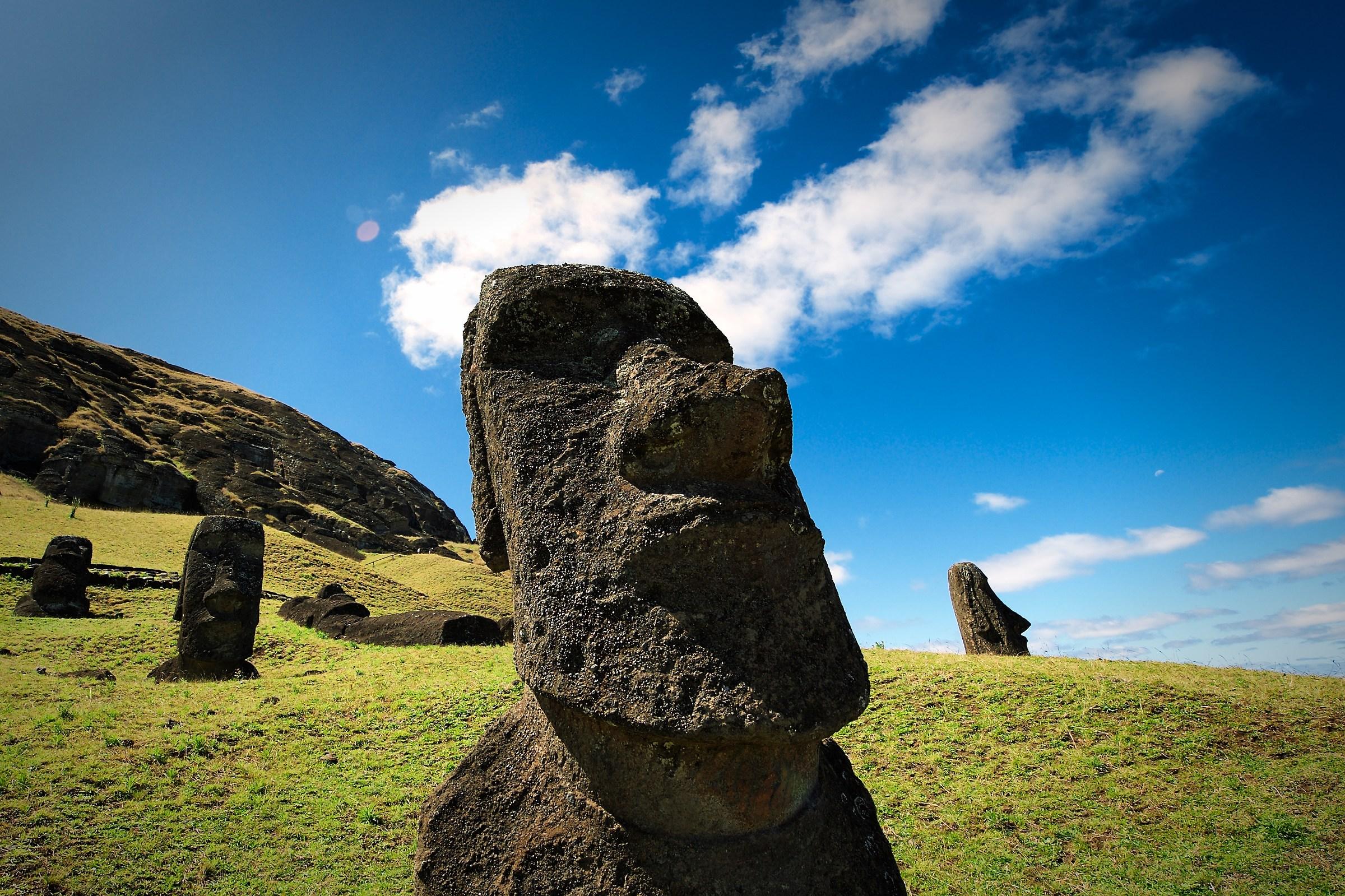 Moai...
